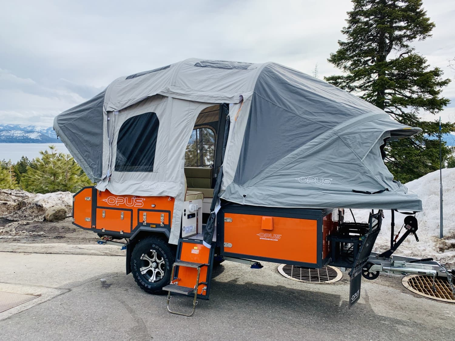 This Tent-Camper Hybrid Inflates in Two Minutes and Sleeps Six People
