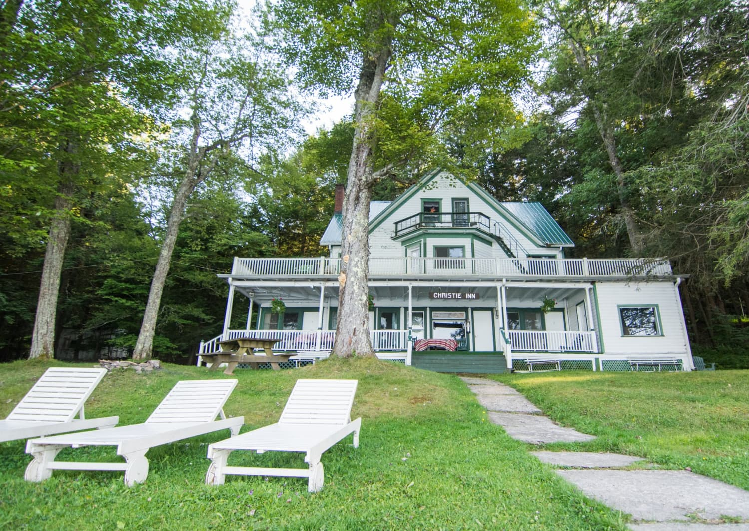 "The Catskills Resort From ""The Marvelous Mrs. Maisel"" Is For Sale"