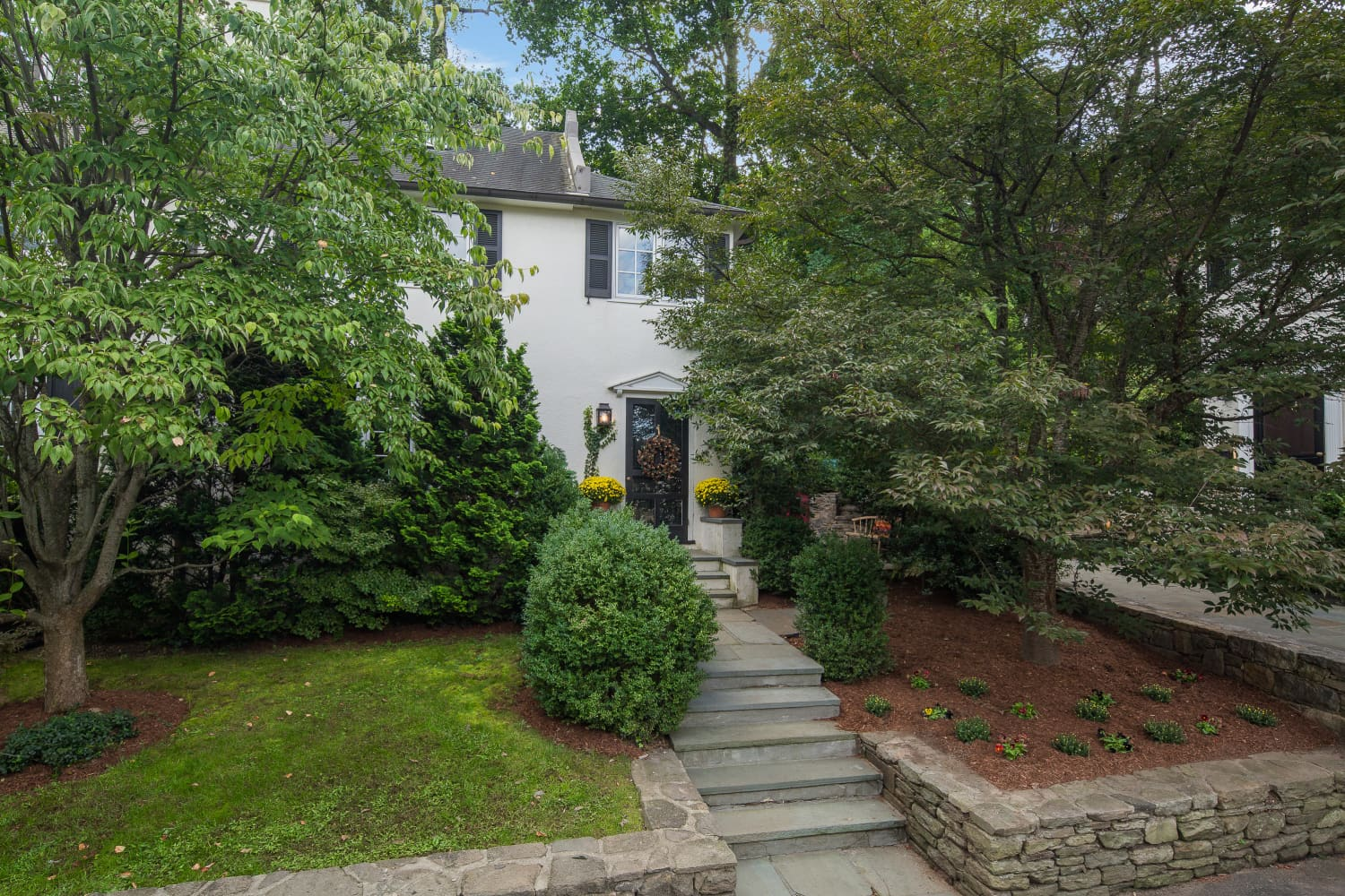 Look Inside: This $1.25M NY Condo Has a Spacious Backyard That Feels Like A Country Retreat