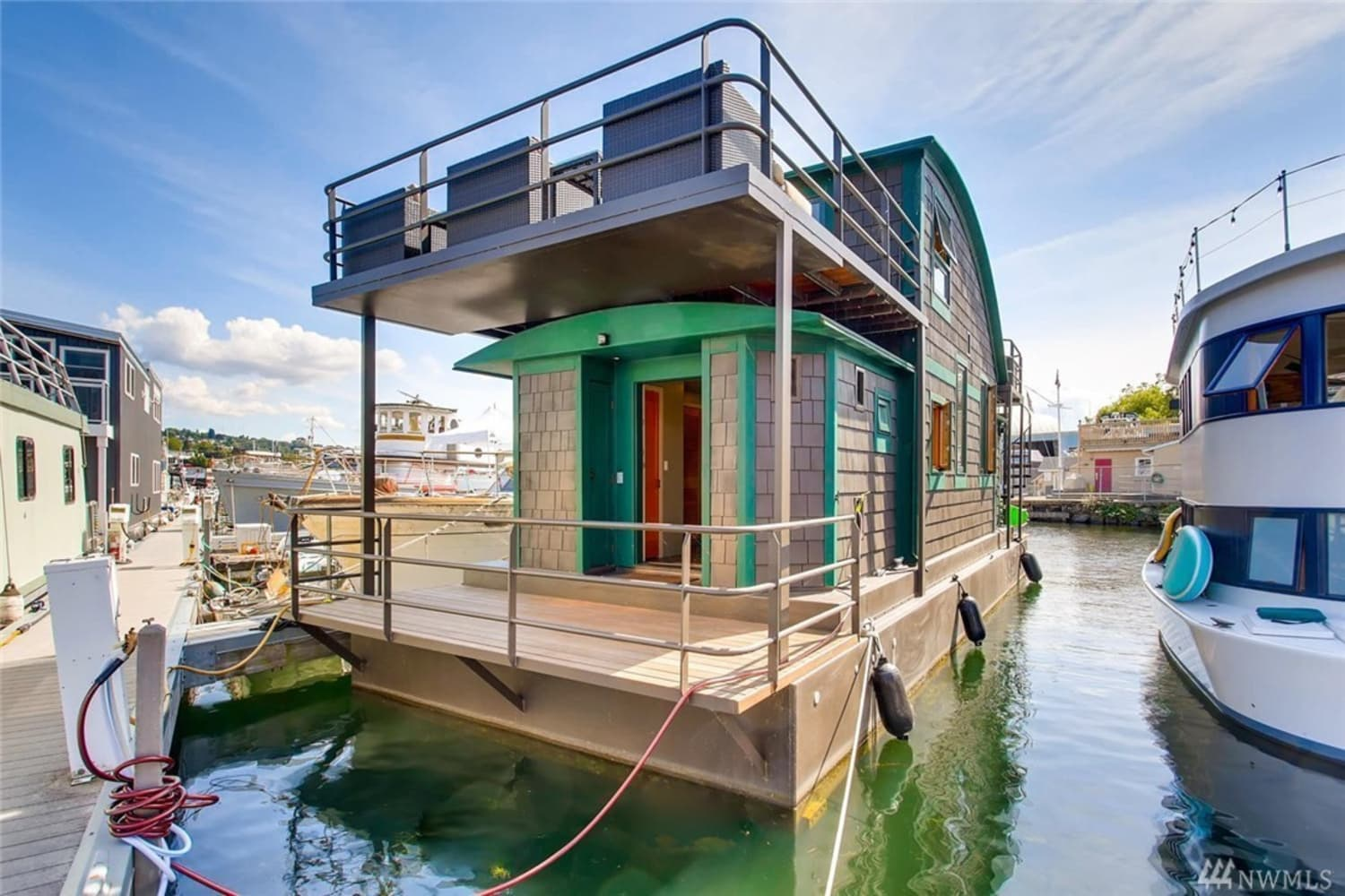 Look Inside: This Houseboat in Seattle Is Just Delightful—and Surprisingly Spacious