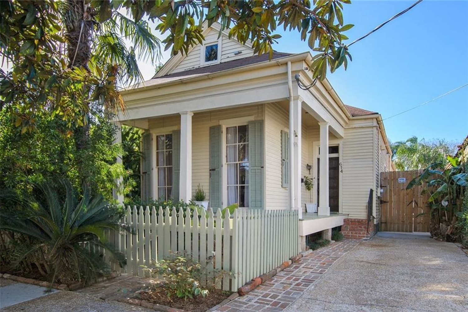 "You Need to Peek Inside This ""Shotgun House"" for Sale in New Orleans"