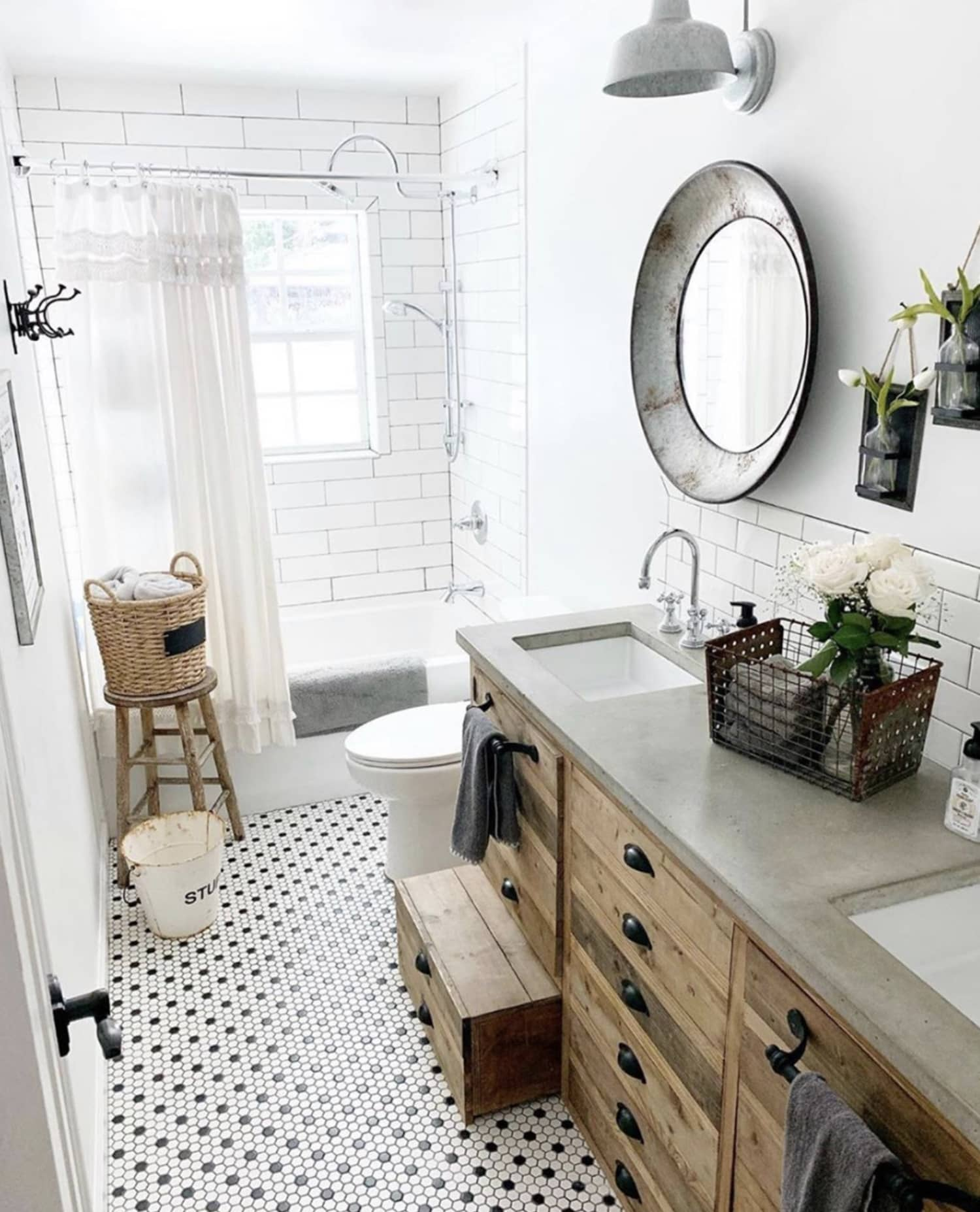 You'll Swoon Over These 20 Sweet Spaces Featuring Farmhouse Bathroom Decor