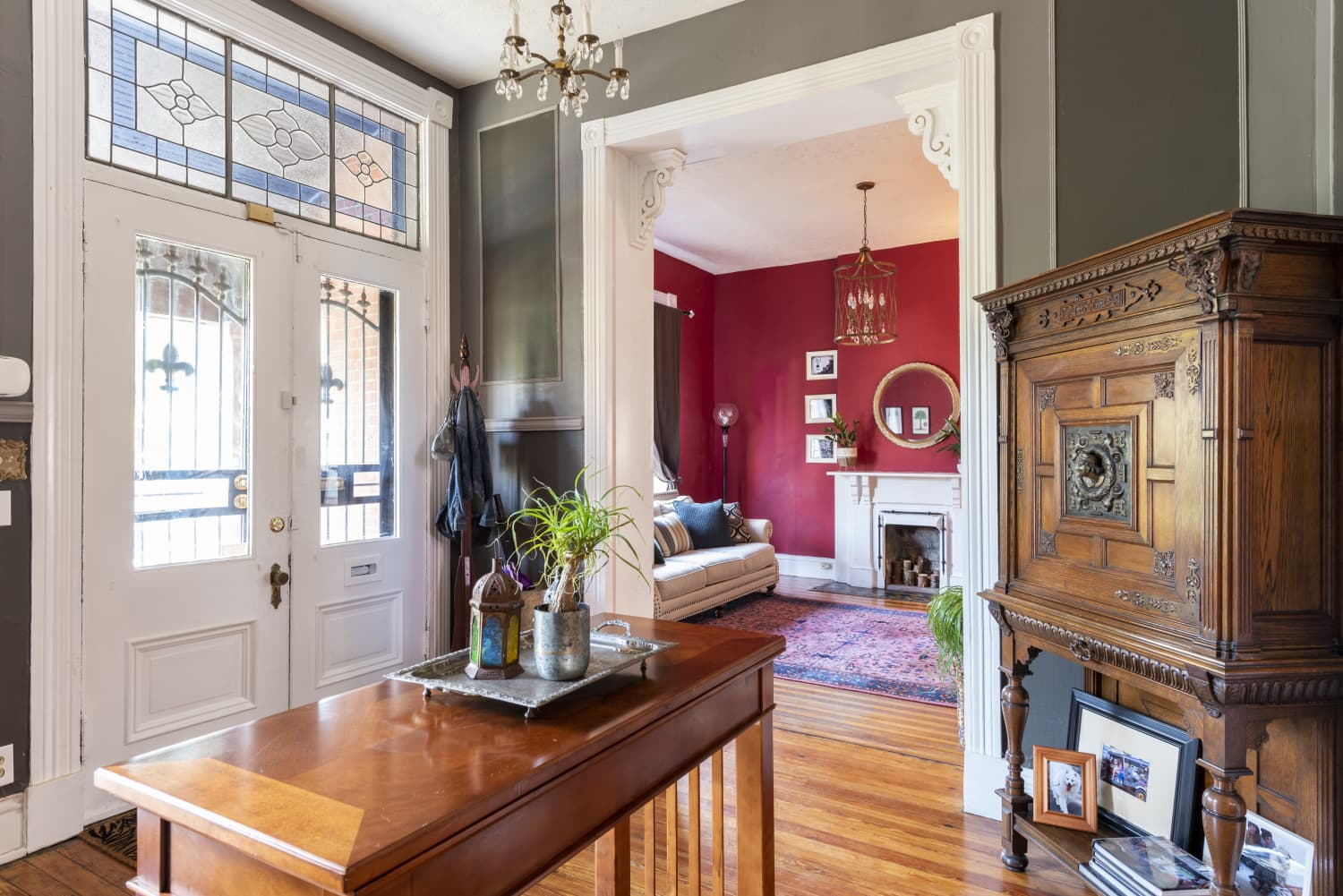 A Sprawling 132-Year-Old Renovated Victorian Is Filled With All Our Favorite Details (And 8 Fireplaces)