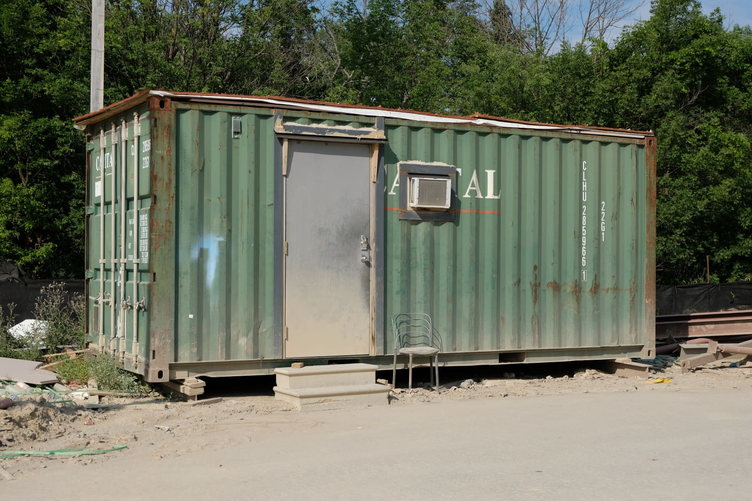 Man Booked a 'Clean Home' on Airbnb Only to Find an Illegally Parked Shipping Container When He Arrived