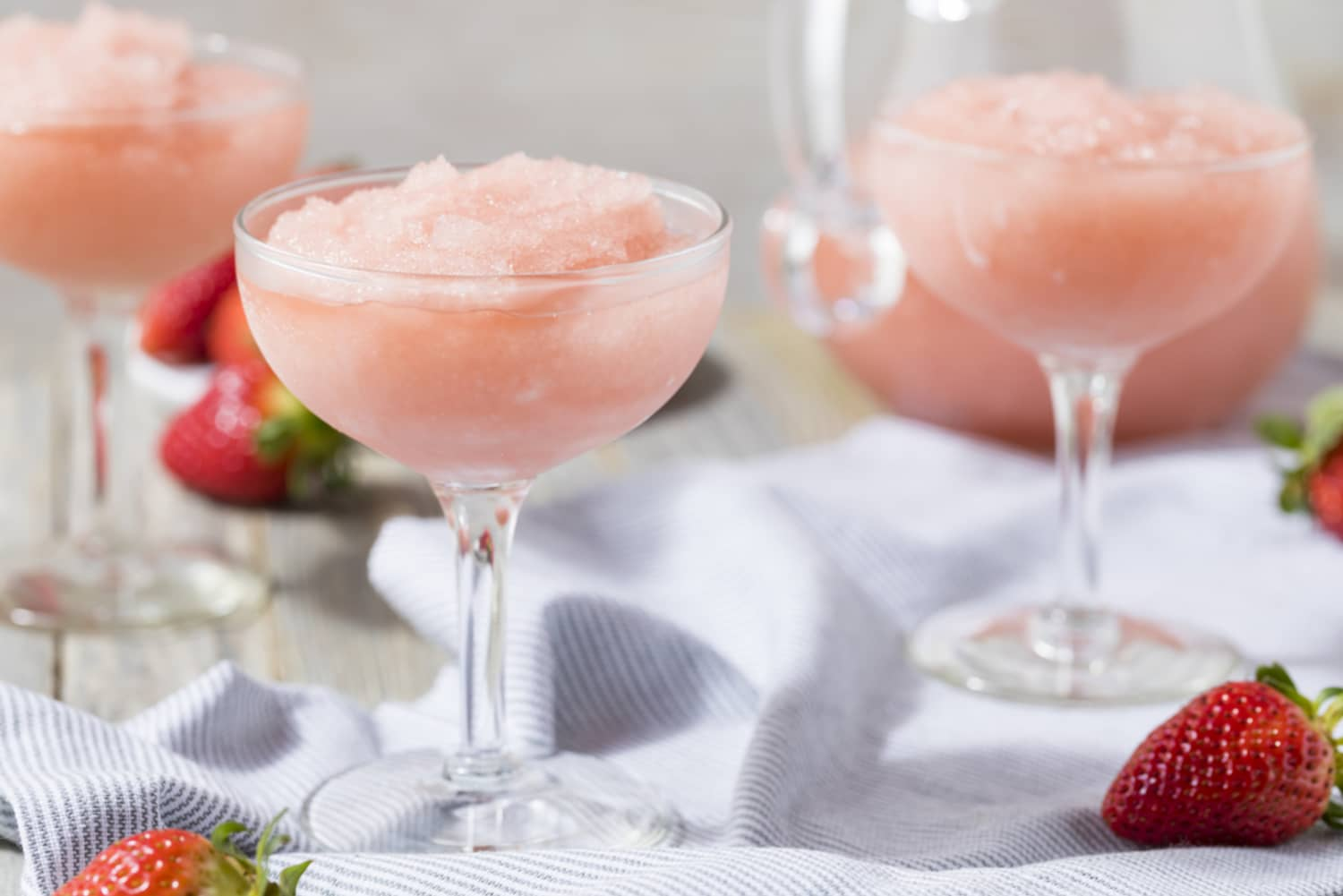This Alcohol Brand Will Pay You $10k to Give Up Drinking Frosé This Summer