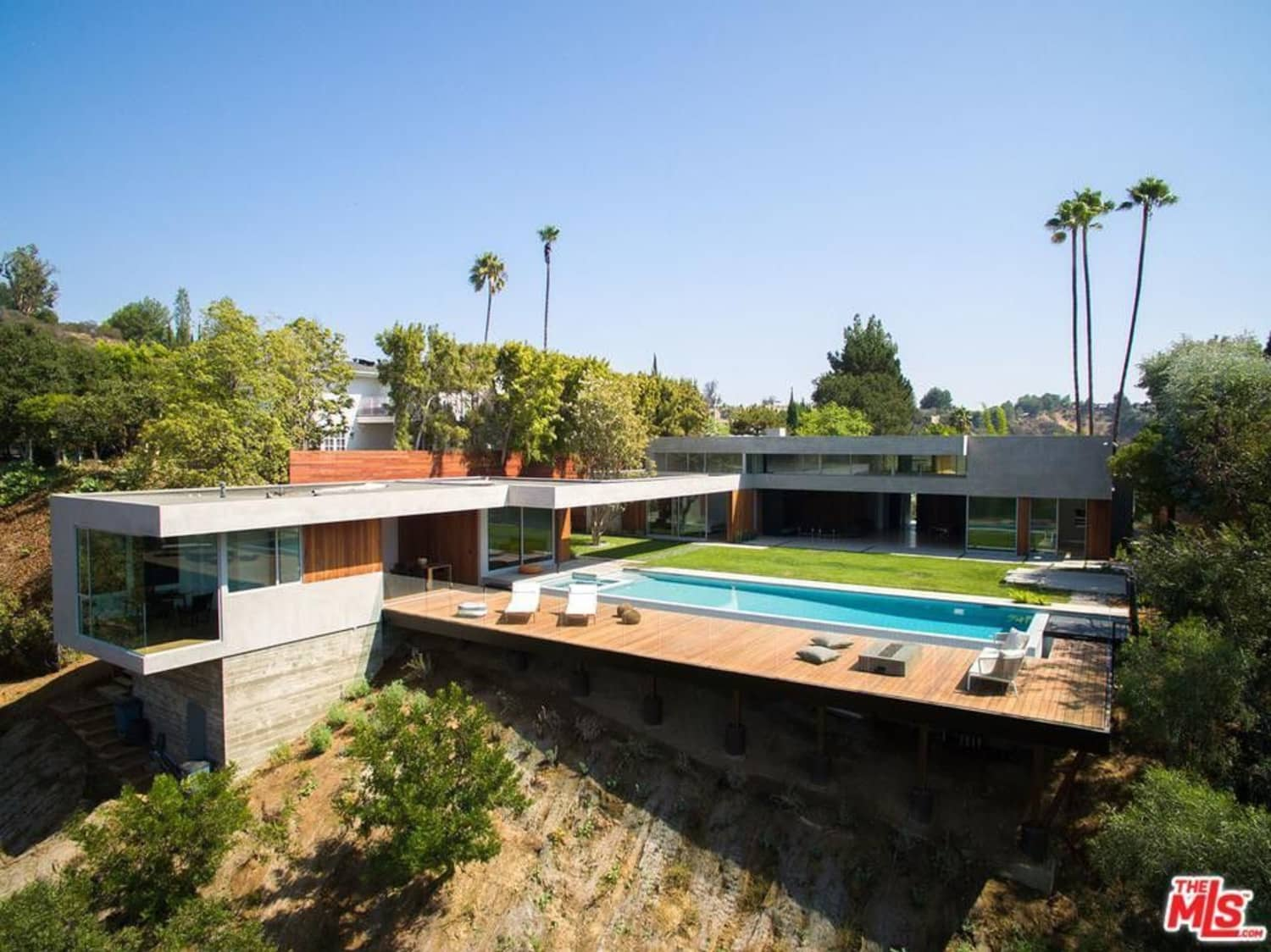 Someone's a 'Sucker' for Nick Jonas' Beverly Hills Bachelor Pad