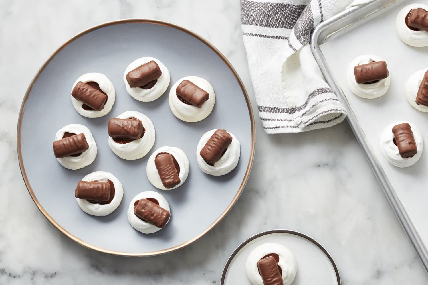These Twix Meringue Cookies Put the Candy Right on Top for Halloween