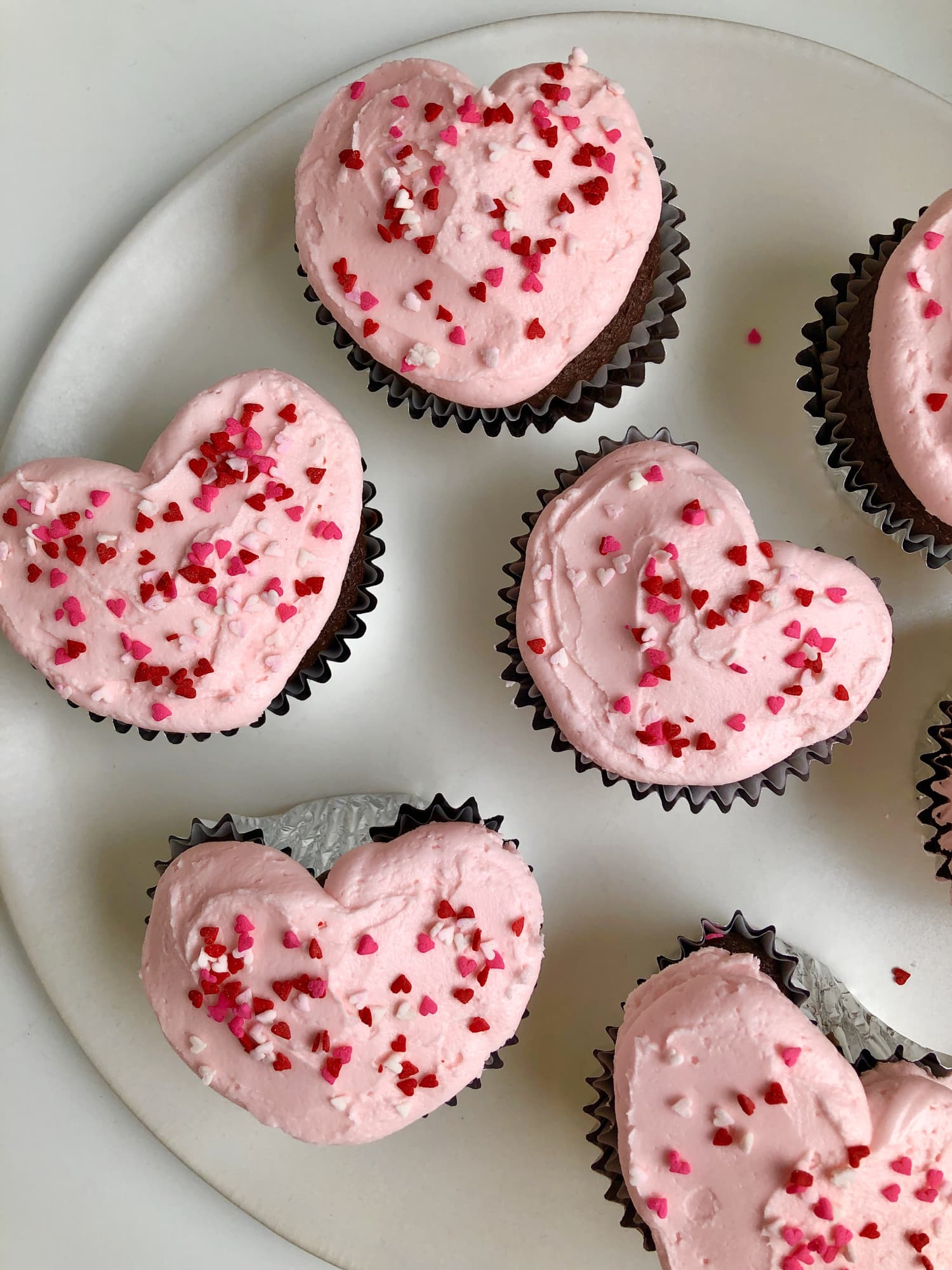 This Trick for Making Heart-Shaped Cupcakes Without a Special Pan Is Ingenious