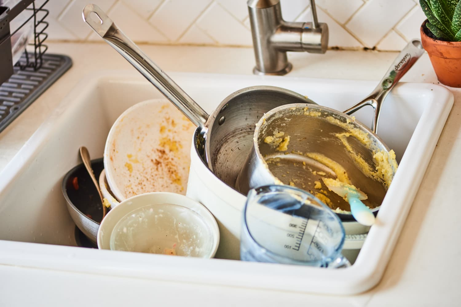 5 Tips for People Who Hate Cleaning Up After Dinner