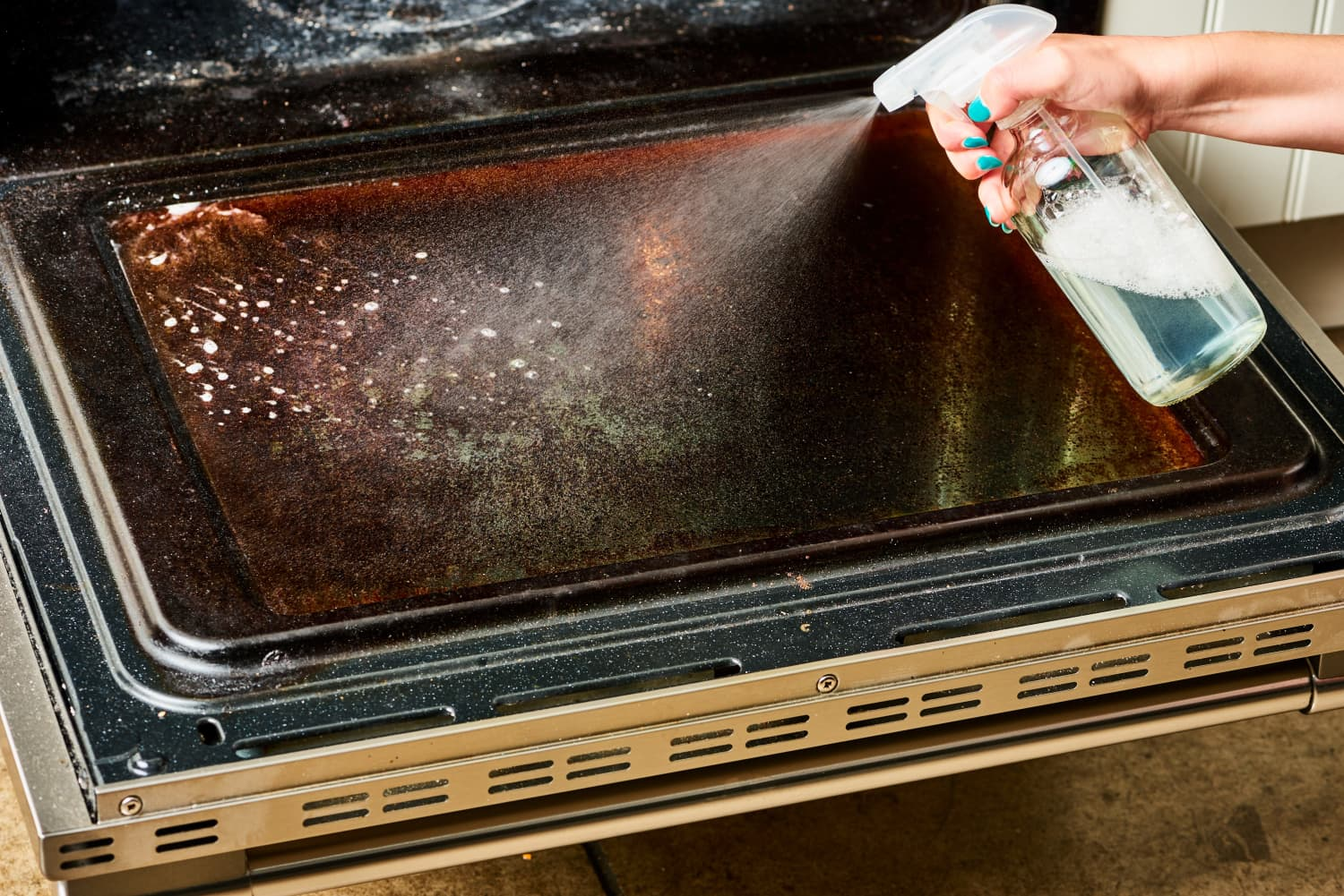 How to Clean All the Parts of Your Oven Door