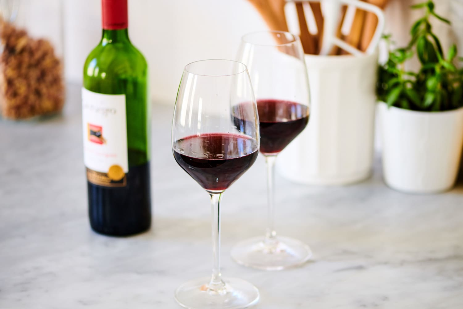 """This Gadget Can Save """"Opened"""" Wine for More than Two Years (Yup, You Read That Right)"""