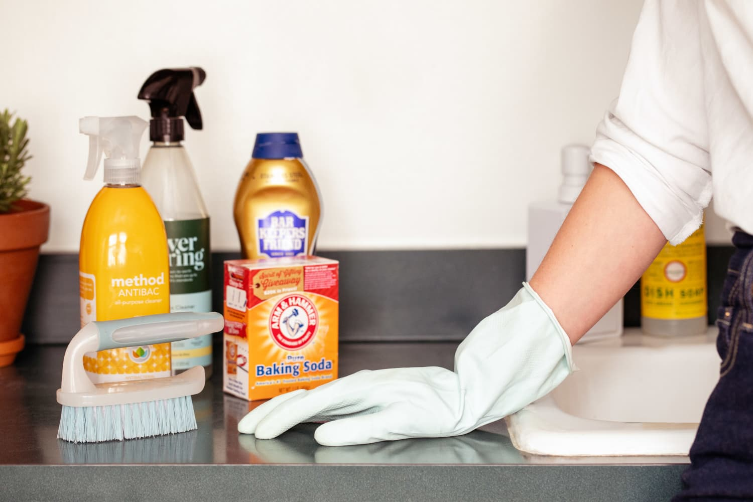 How to Clean Your Entire Kitchen If You Have 20 Minutes … or Even Just 2
