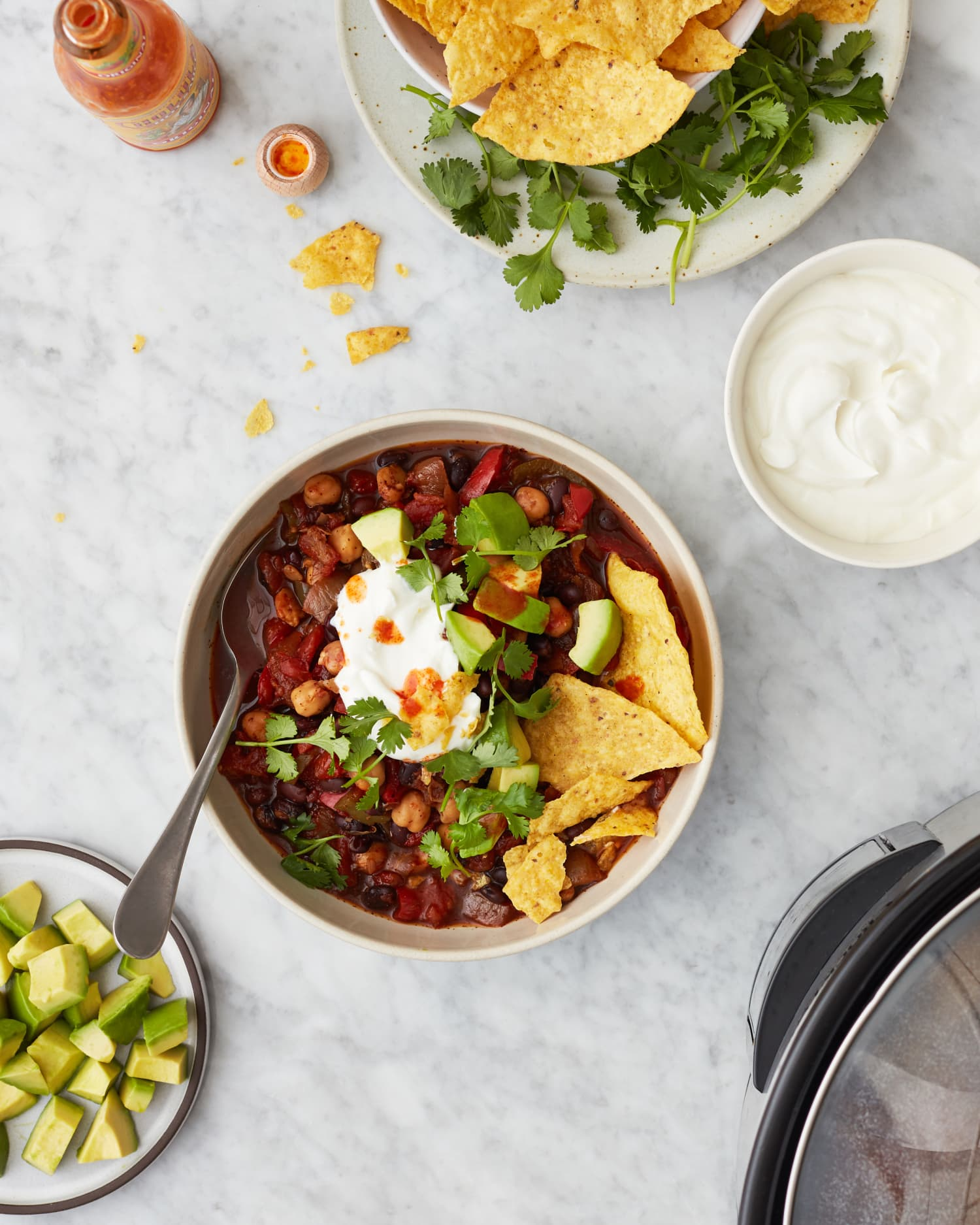 Here's How to Turn 6 Ingredients into Vegetarian Chili in a Slow Cooker
