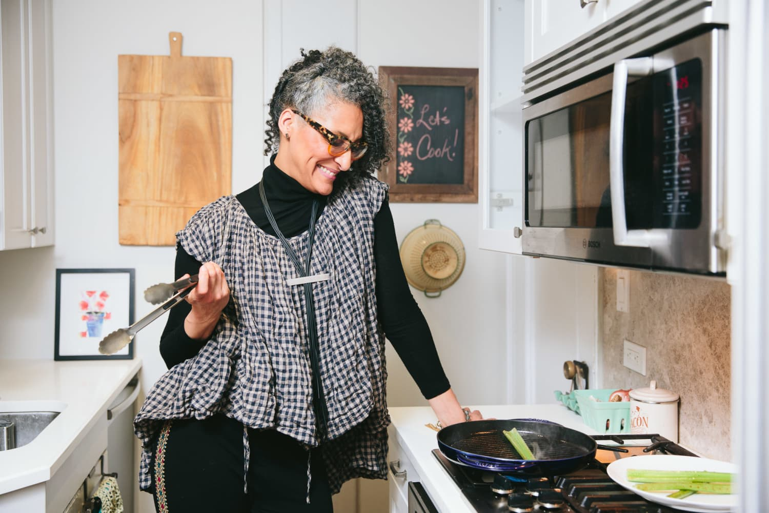 "Carla Hall to Star in Netflix's New Food Competition Show ""Crazy Delicious"""