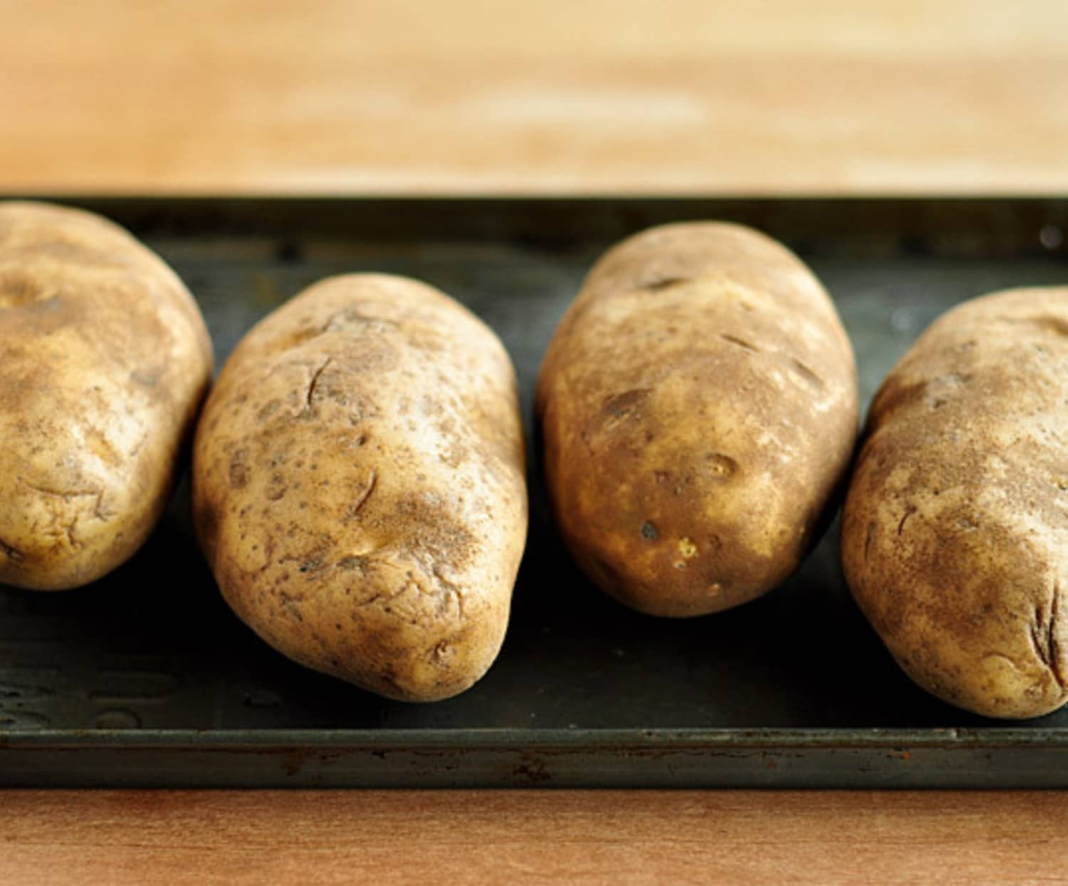 This Nightmare Potato Is a Good Reminder That Plants Are Pretty Freaking Powerful