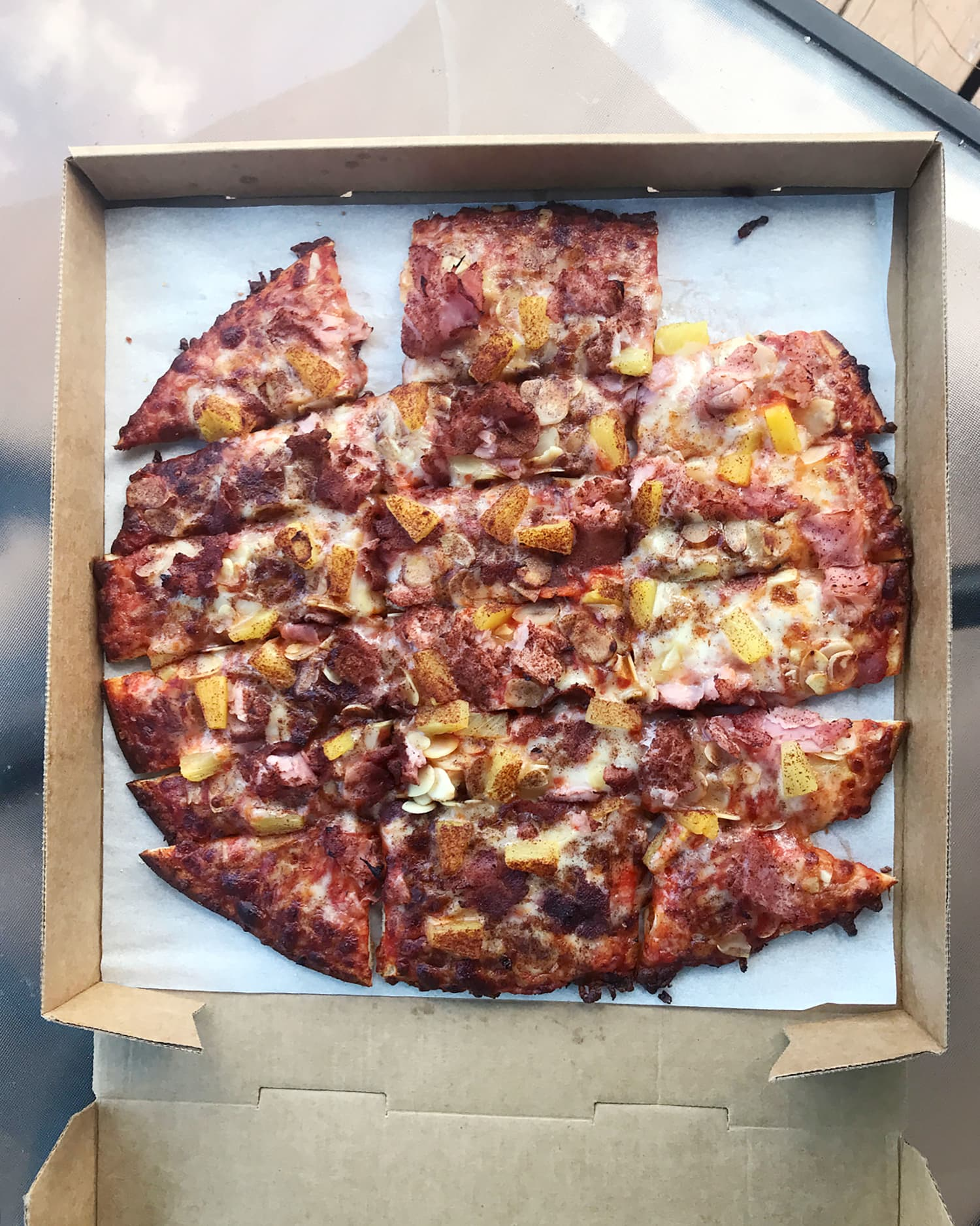 A Midwestern Pizza Chain Perfected Hawaiian Pizza with 2 Strange Ingredients
