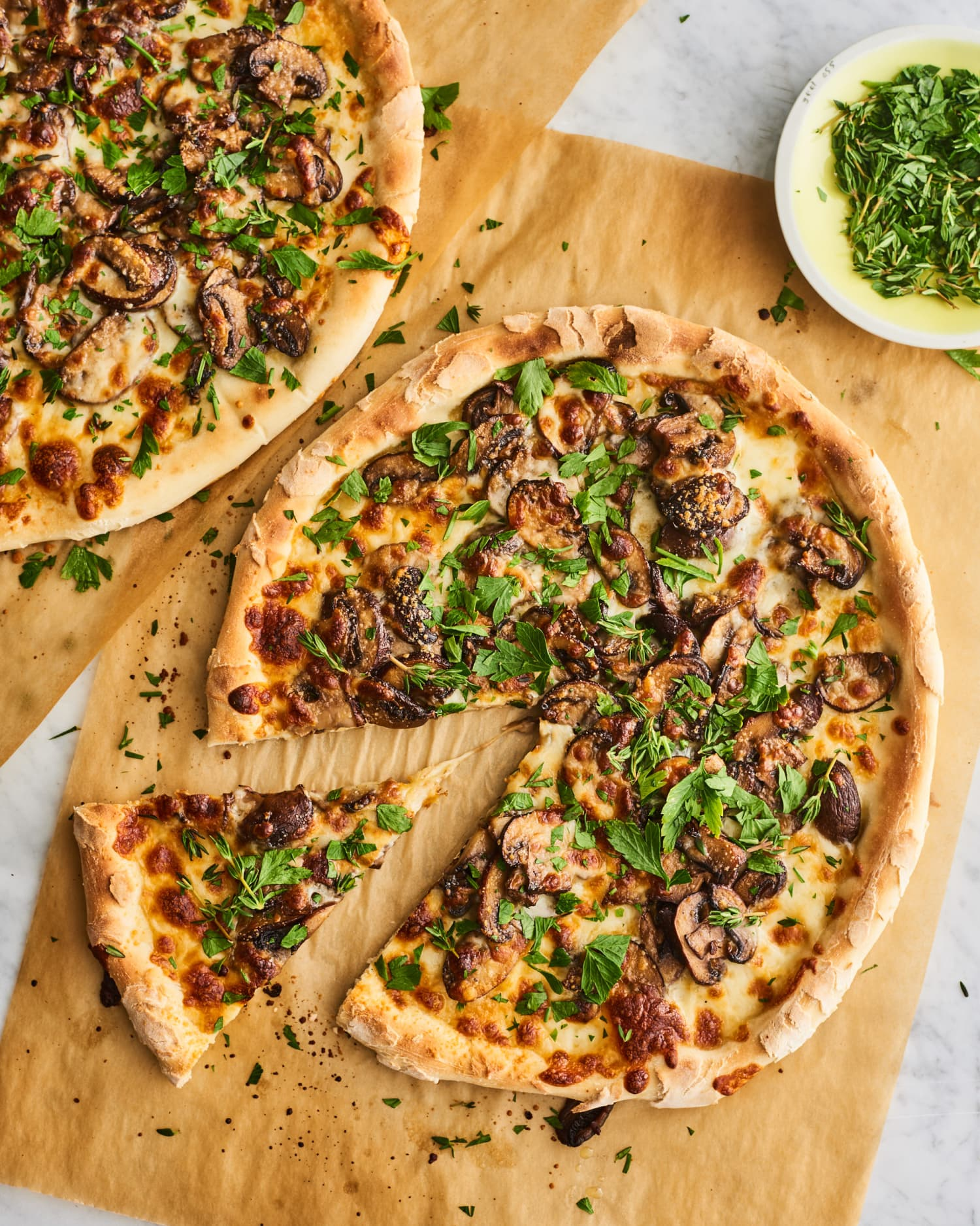 This Garlicky Mushroom Pizza Will Become an Instant Favorite