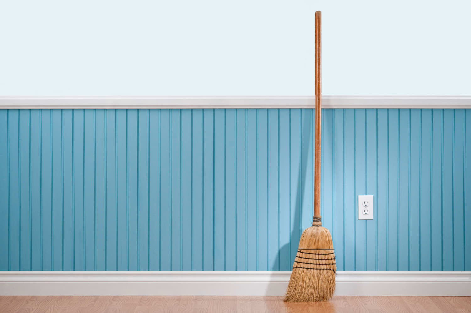 The Broomstick Challenge Is Sweeping the Internet with These Hilarious Tweets