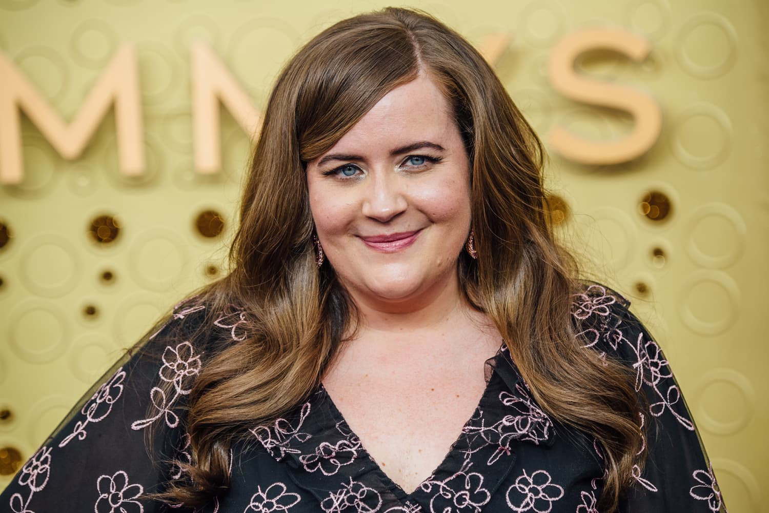 "Aidy Bryant Loves These ""Weird"" Linen Sheets From An Unexpected Bedding Brand"