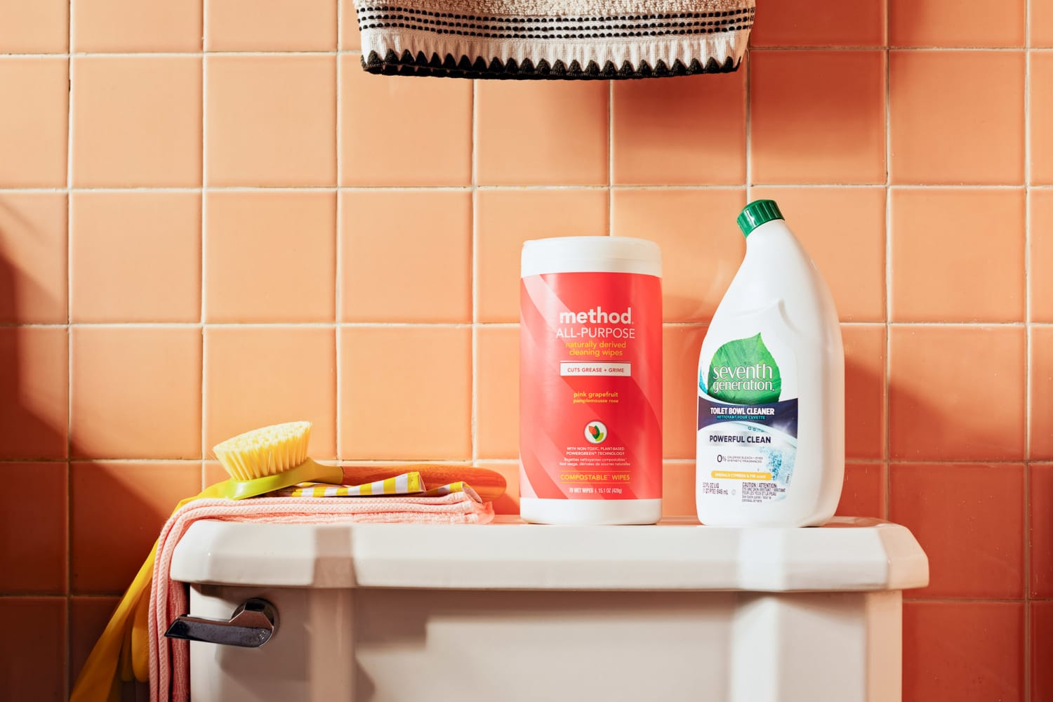 5 Cleaning Supplies a Microbiologist Always Has On Hand