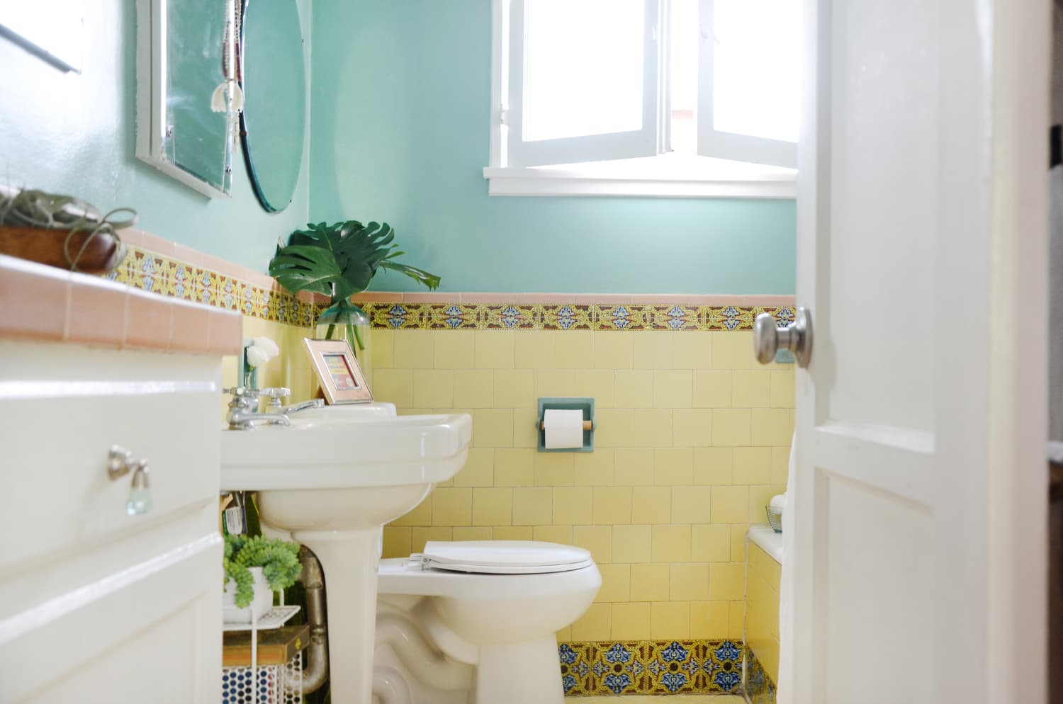 There's One Easy Bathroom Habit That Can Help Prevent the Spread of Coronavirus