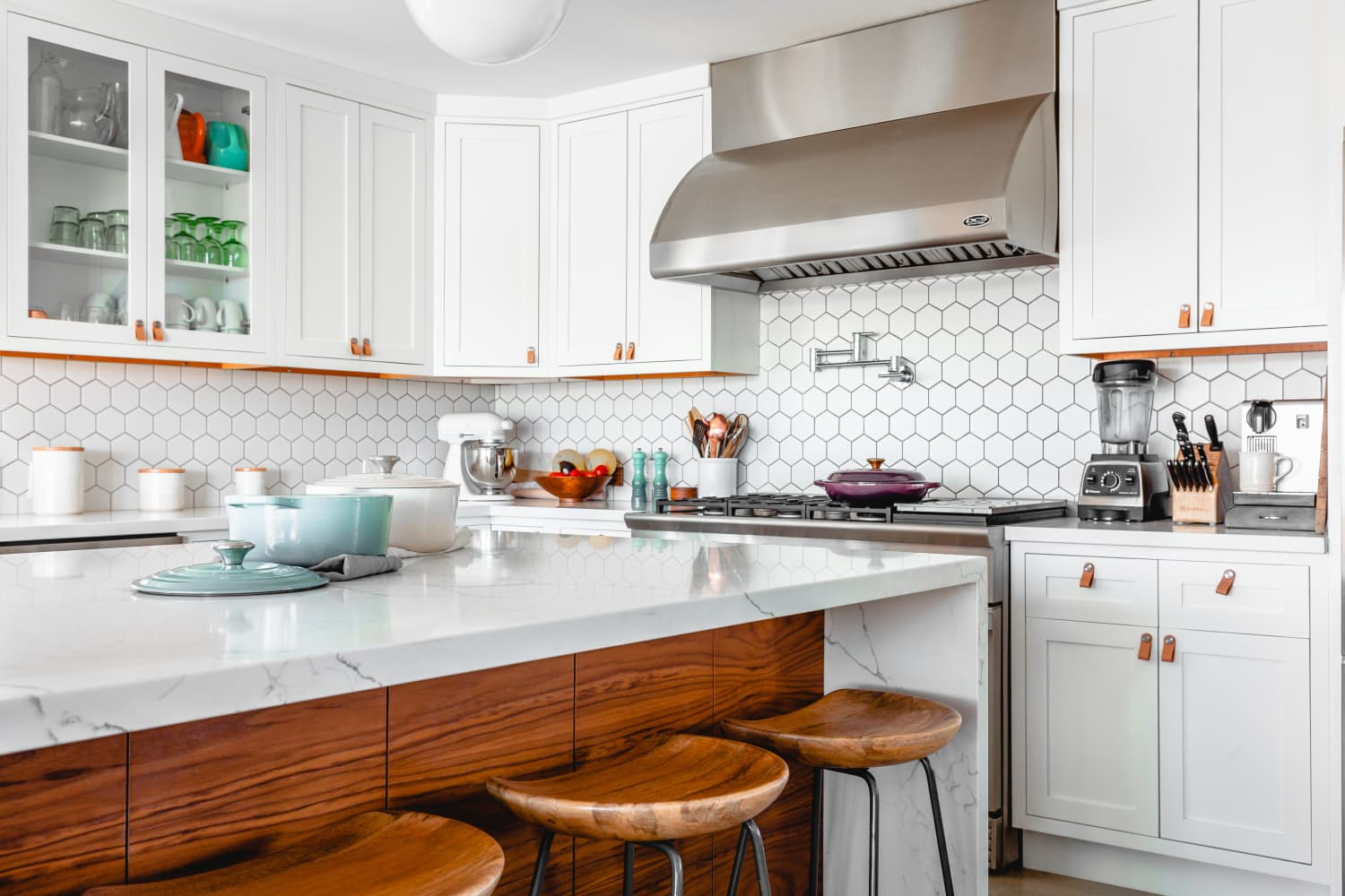 5 Things You Should Never Store In Your Lower Kitchen Cabinets