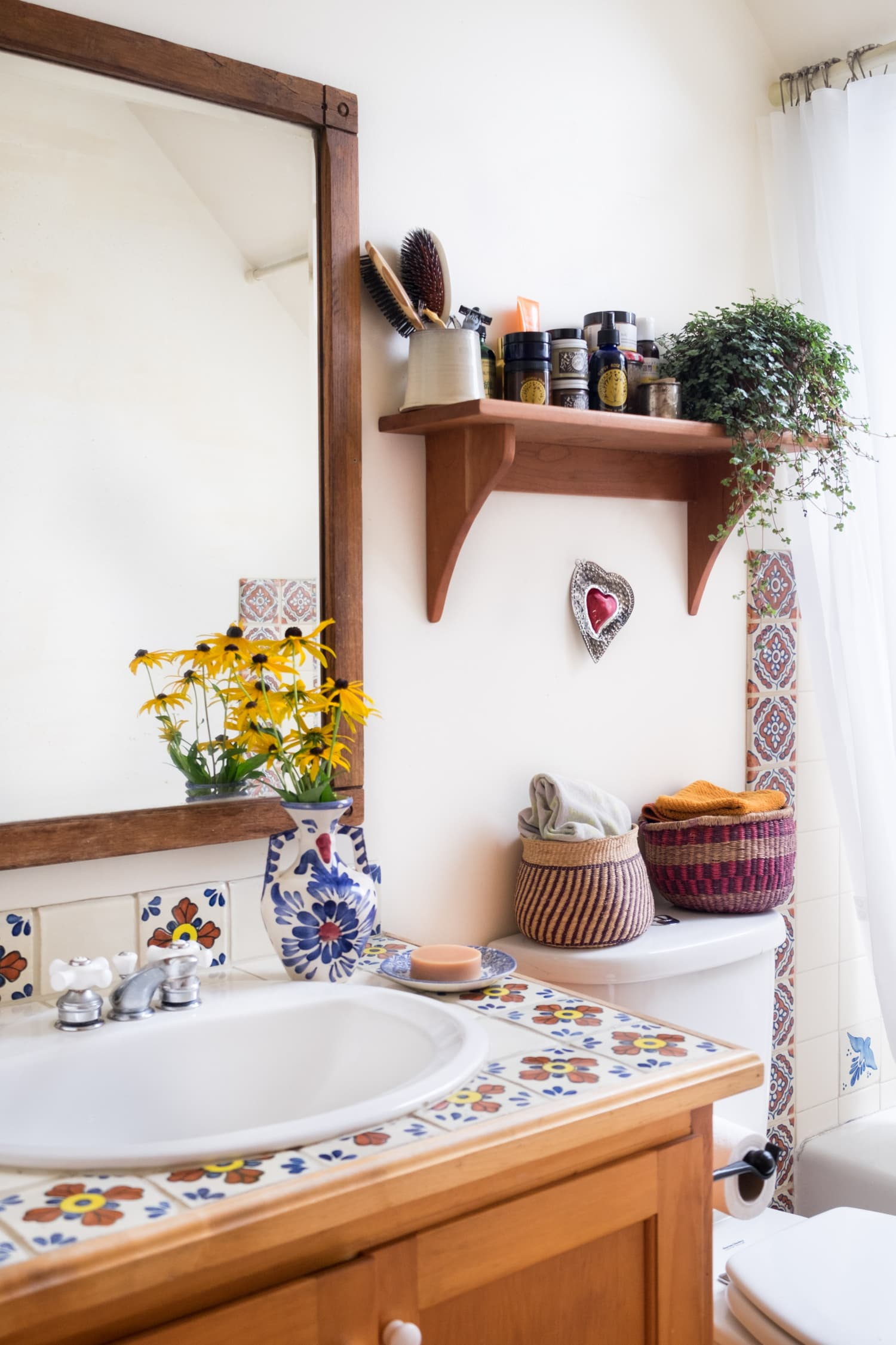 5 Things that Make Your Bathroom Look Messier Than It Is