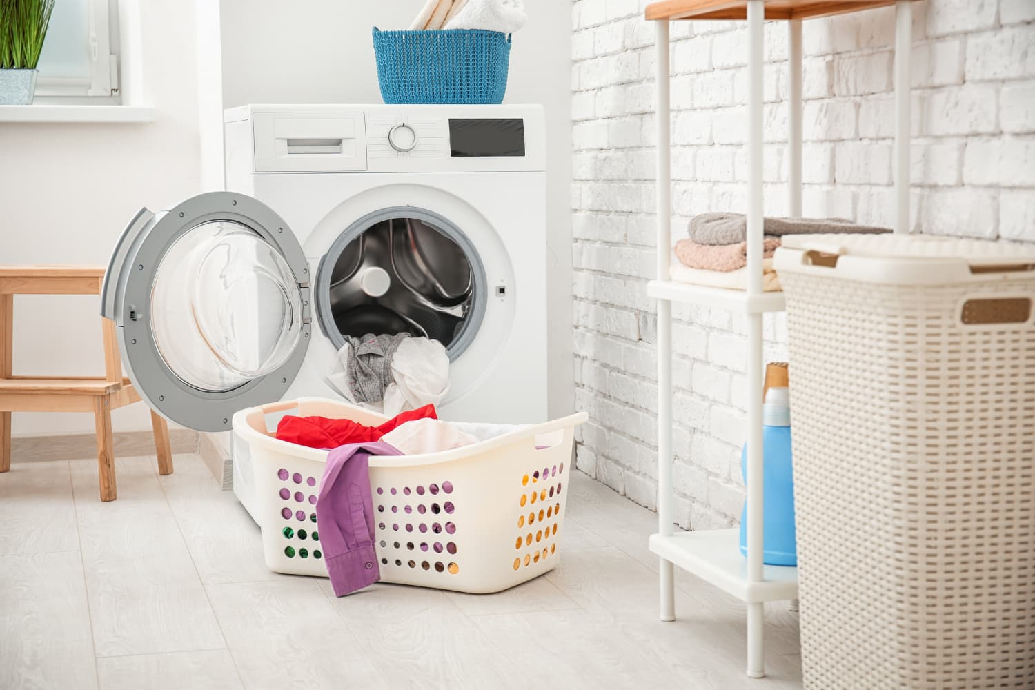 Real Estate Agents Say All The Best Laundry Rooms Have These 5 Things in Common