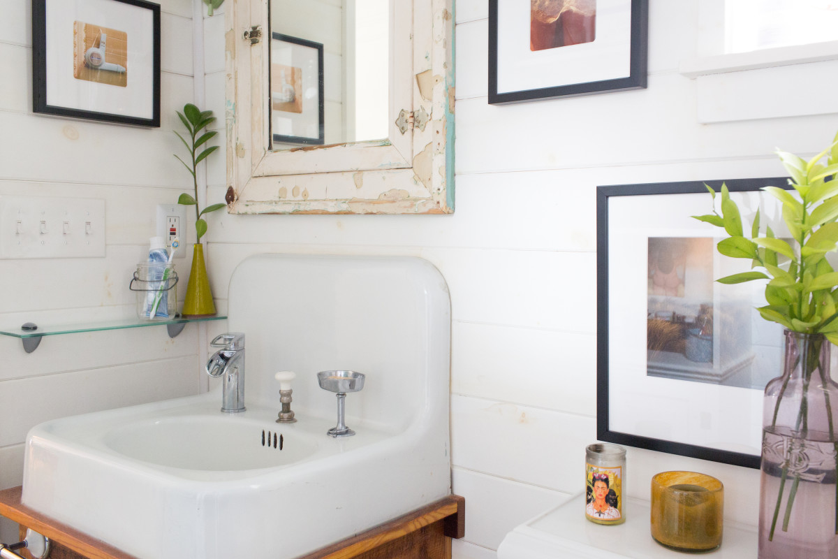 17 Ways to Add Storage to the Walls of Your Bathroom