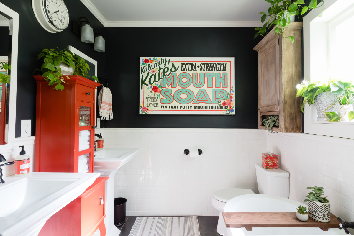 These Unexpected Bathroom Colors Are on Trend for 2021, According to Design Experts