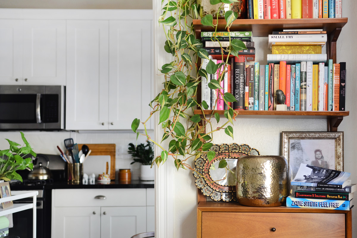 7 Bookshelf Styling Tips You Should Steal from Professional Home Stagers