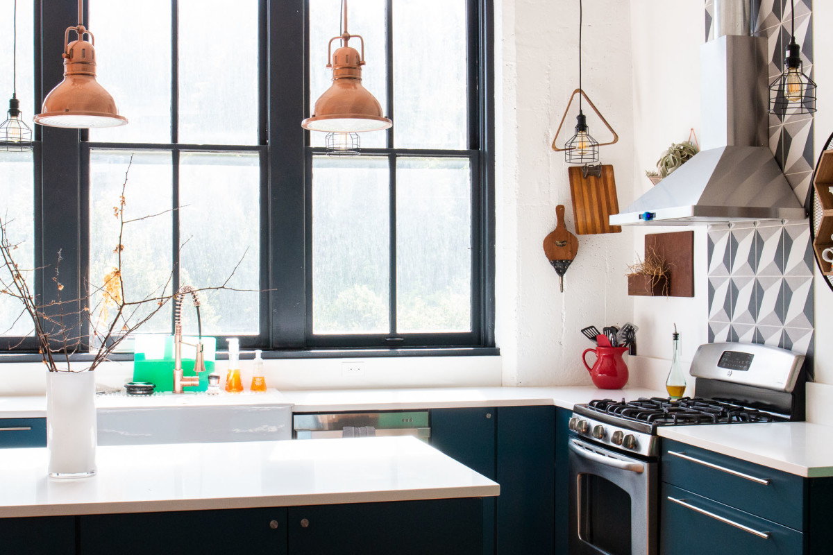 Why You Should Paint Your Window Frames Black If You're Selling Your House