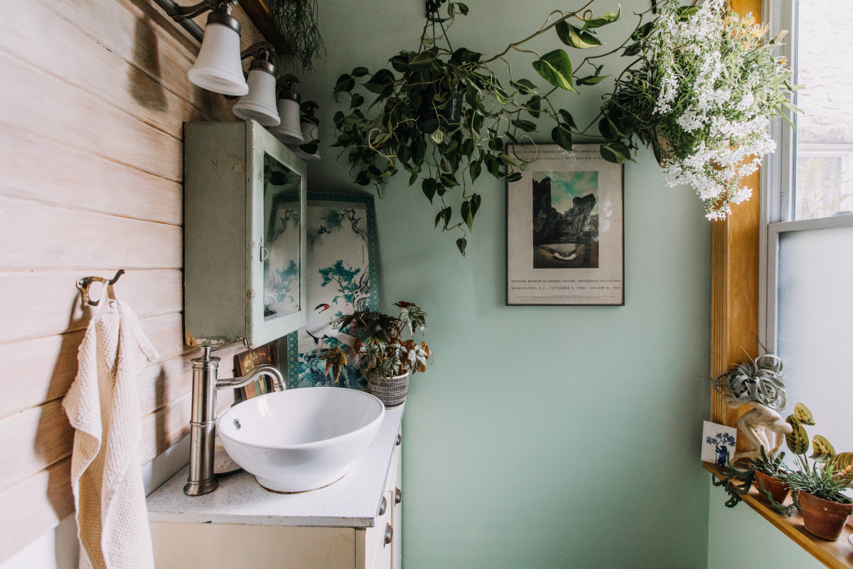 8 Things for Your Bathroom You Should Always Buy Secondhand