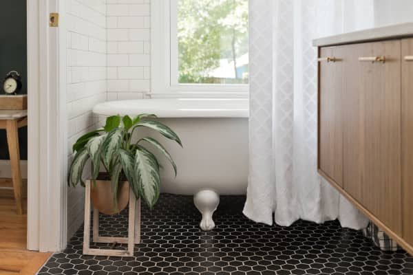 6 Ways to Make Your Bathroom Look More Expensive, According to Real Estate Pros