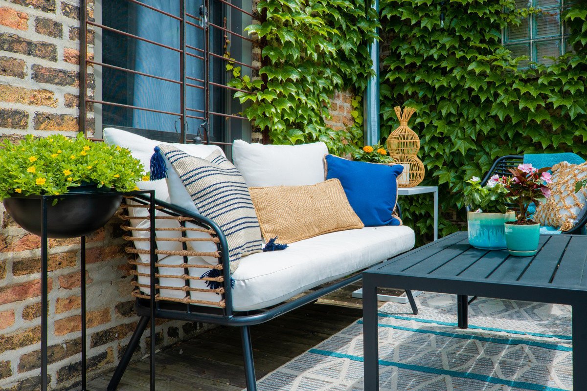 A Chicago Balcony Gets a Sweet Summer Makeover (Partner)