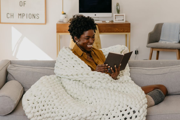 This Weighted Blanket Feels Like a Comfy T-Shirt and Doesn't Make Me Overheat