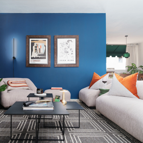 A Santo Domingo Rental Masterfully Wields Blue as an Accent Color