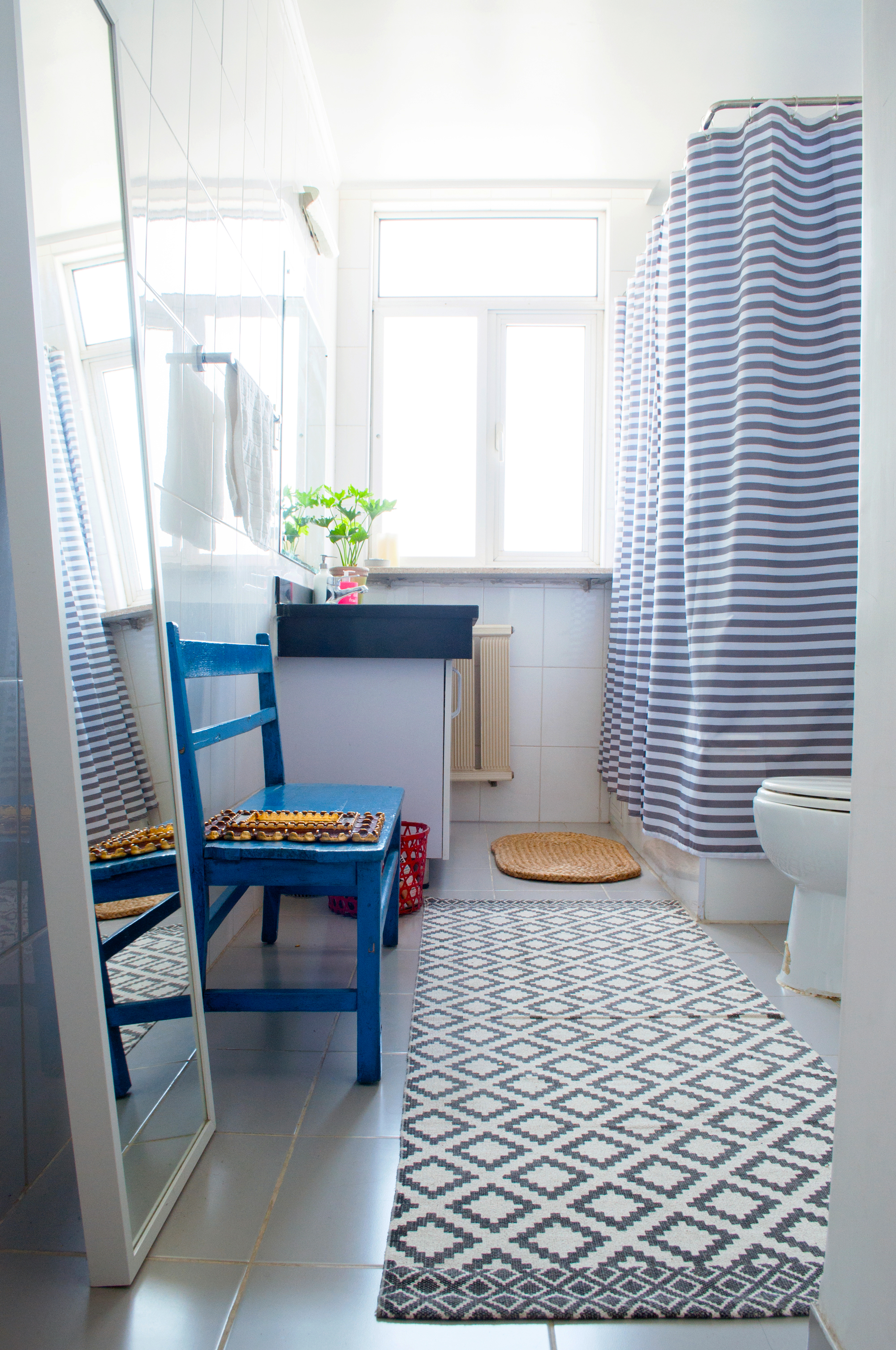 Look We Love Using Real Rugs In The Bathroom Apartment Therapy
