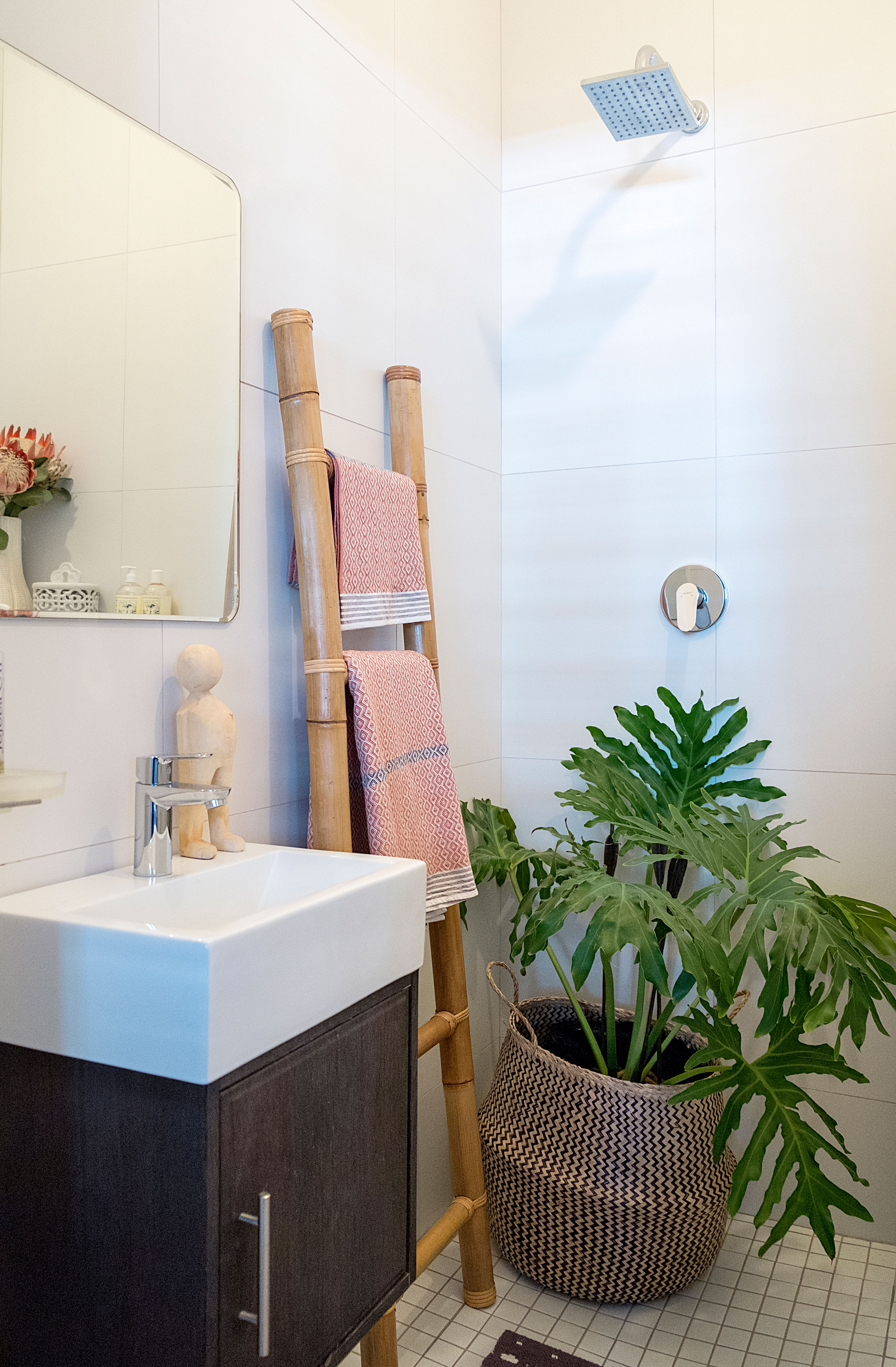 best plants for a windowless bathroom | apartment therapy
