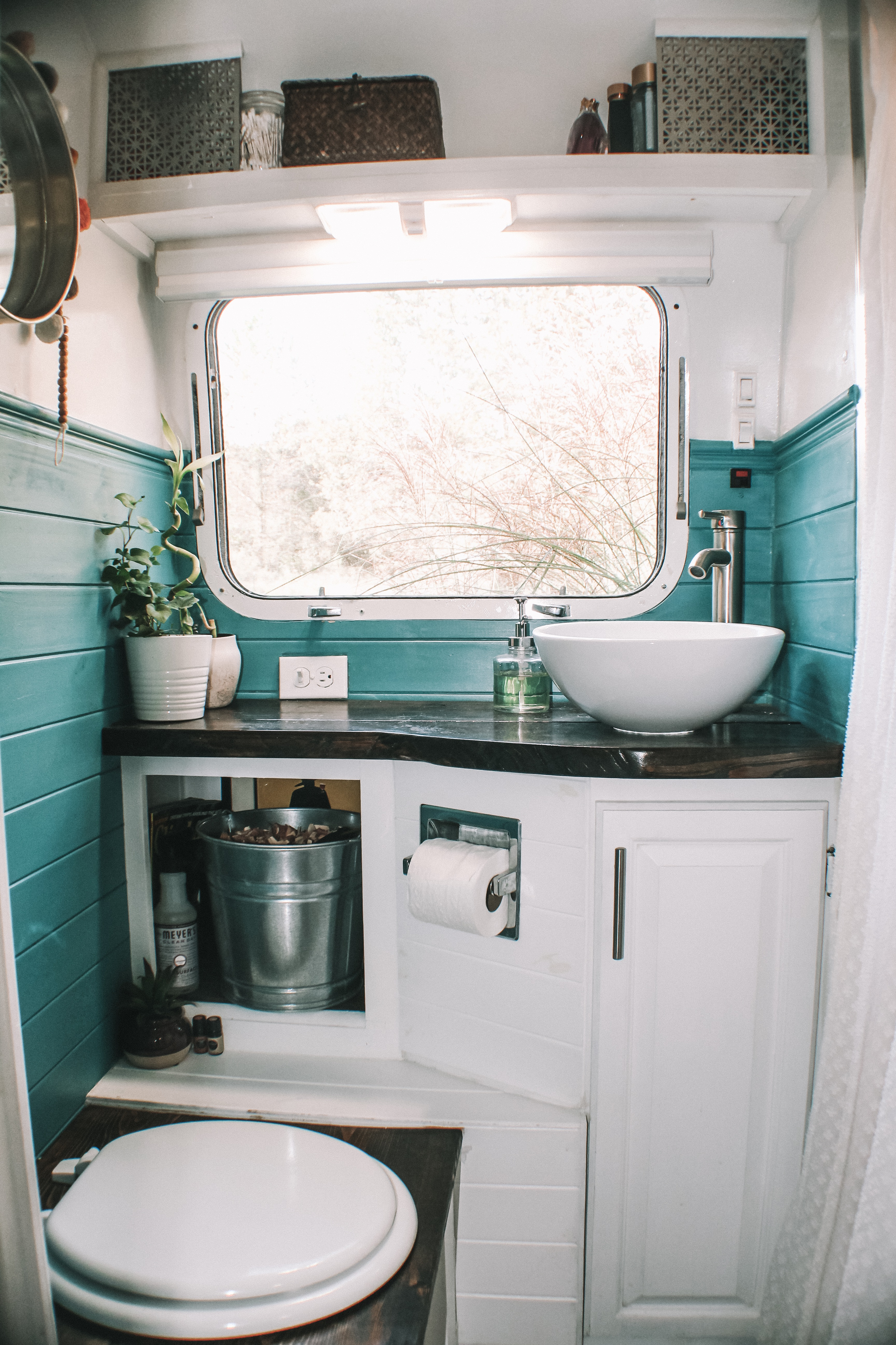 Tiny House Bathrooms That Are Small But Stylish Apartment Therapy