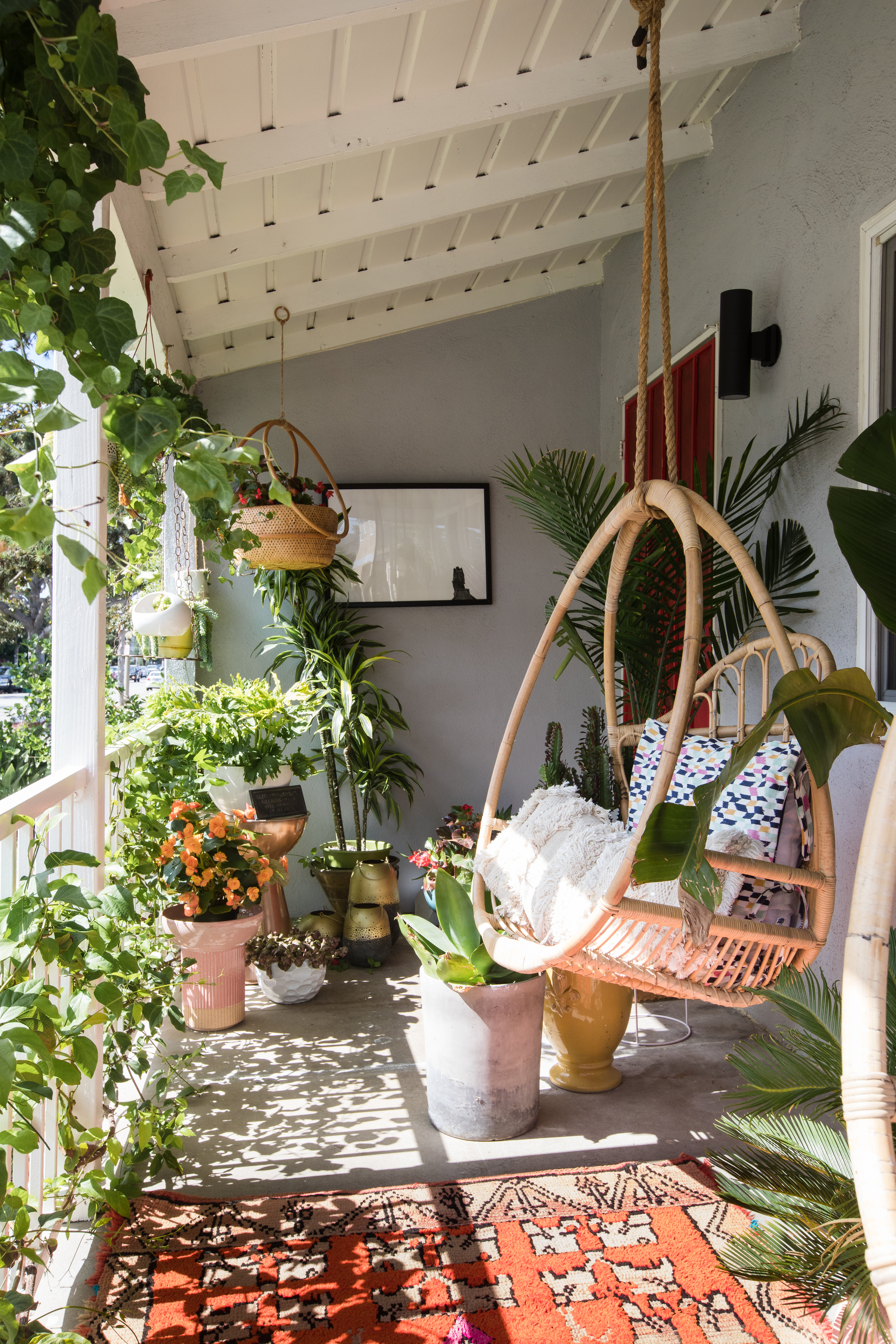 Best Small Outdoor Space Design Ideas Make Your Small Outdoor Space Feel Big Apartment Therapy