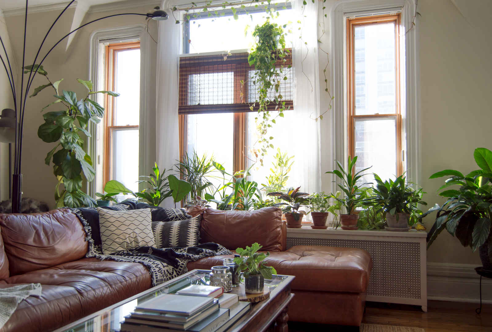 An Avid DIYer Brings the Outdoors In With Plants and Rustic ...