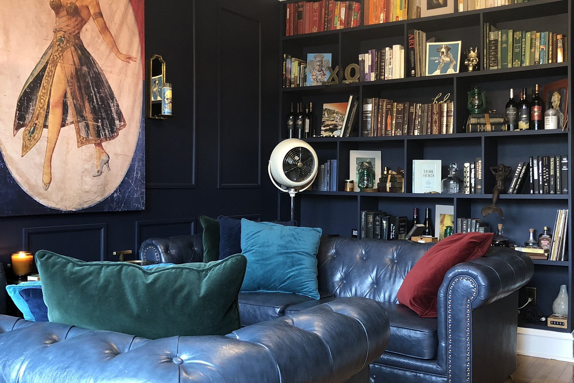 """This Dark and Dramatic Home's Style Is """"Tranquil Library Meets Speakeasy"""""""