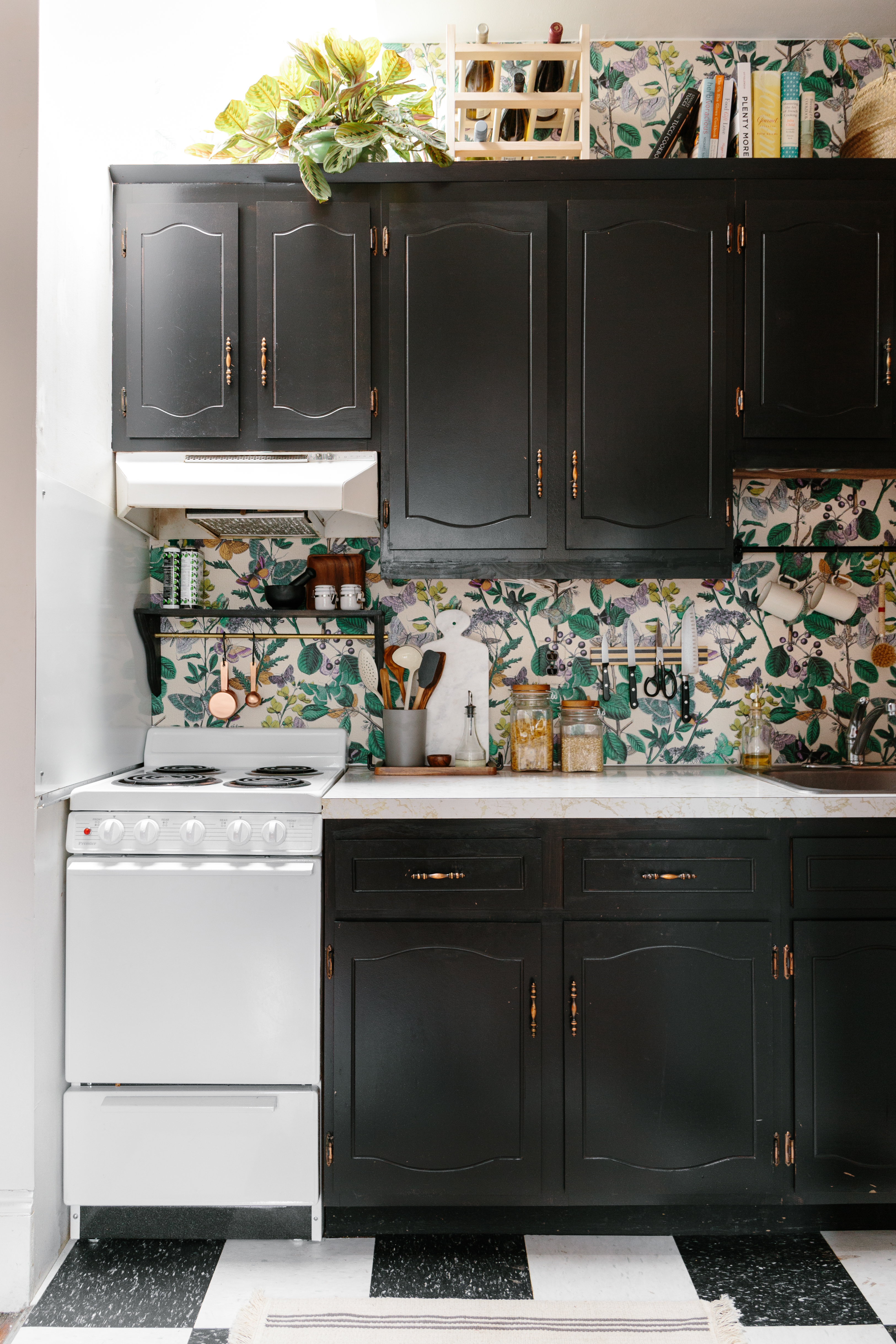 9 Temporary Solutions For An Ugly Or Just Plain Boring Backsplash Apartment Therapy