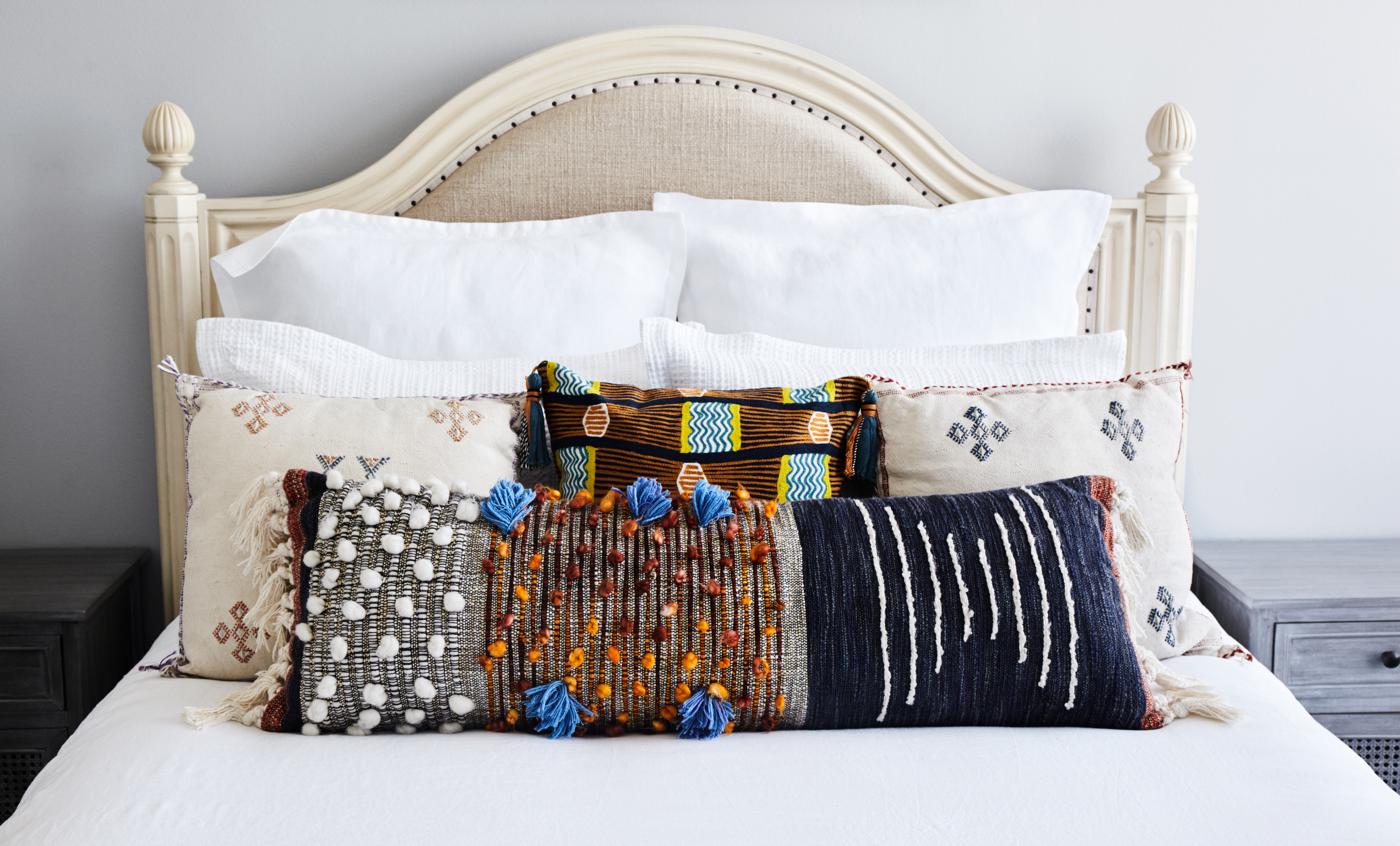 6 Ways To Arrange Your Bed Pillows Apartment Therapy