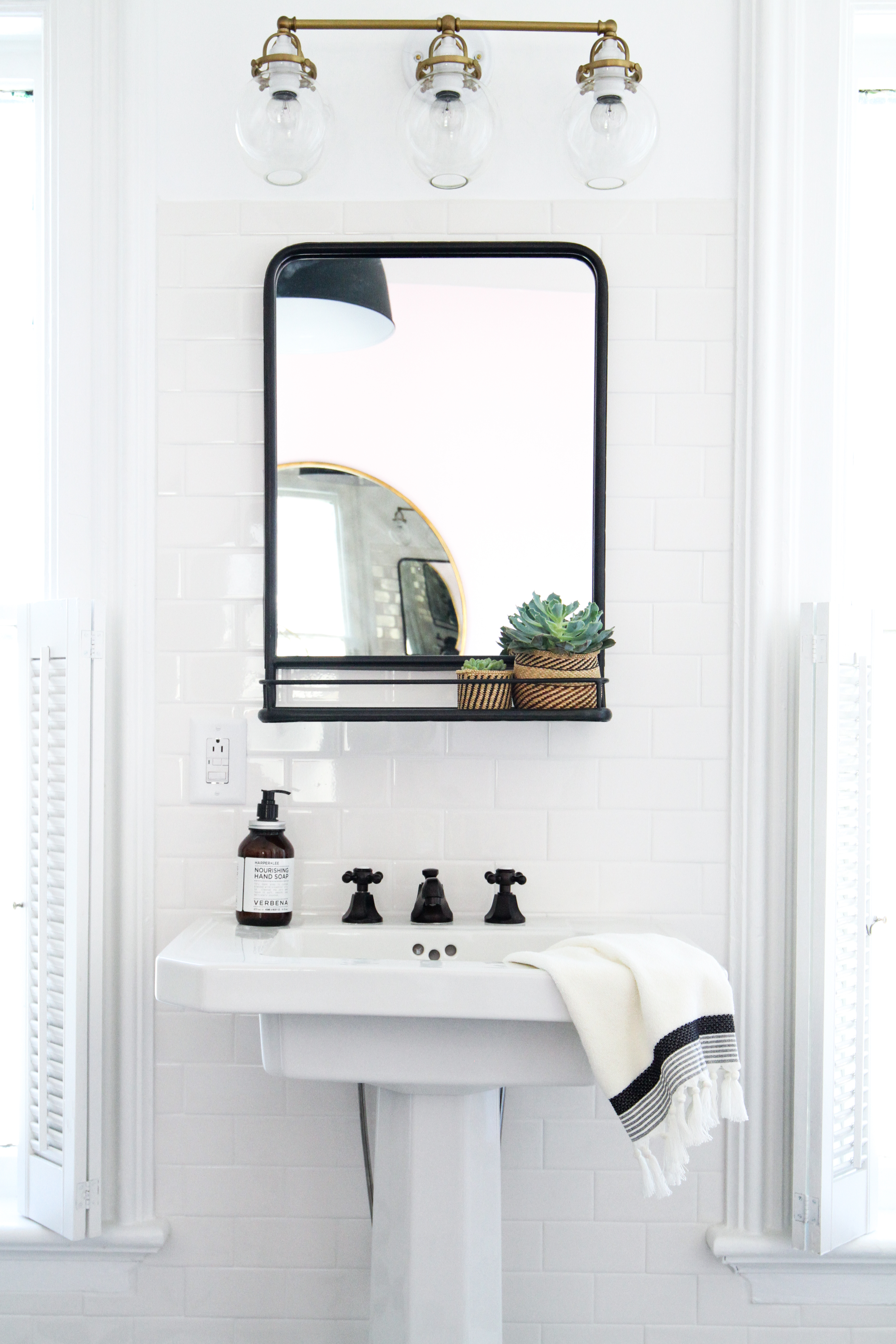 8 Best Mirrors With Shelves For 2021 Top Shelved Bathroom Mirrors Apartment Therapy
