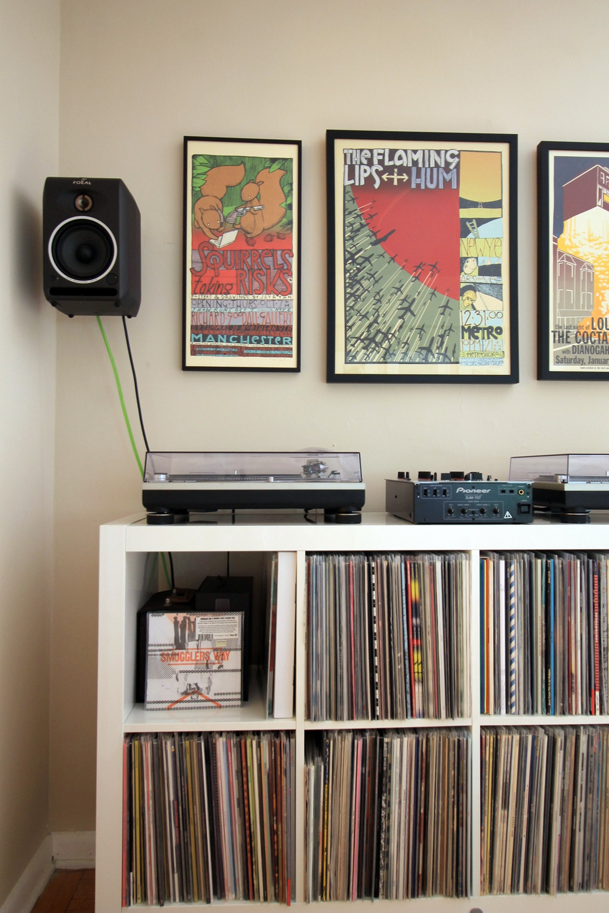 How To Incorporate A Record Player Into Your Interior Apartment Therapy