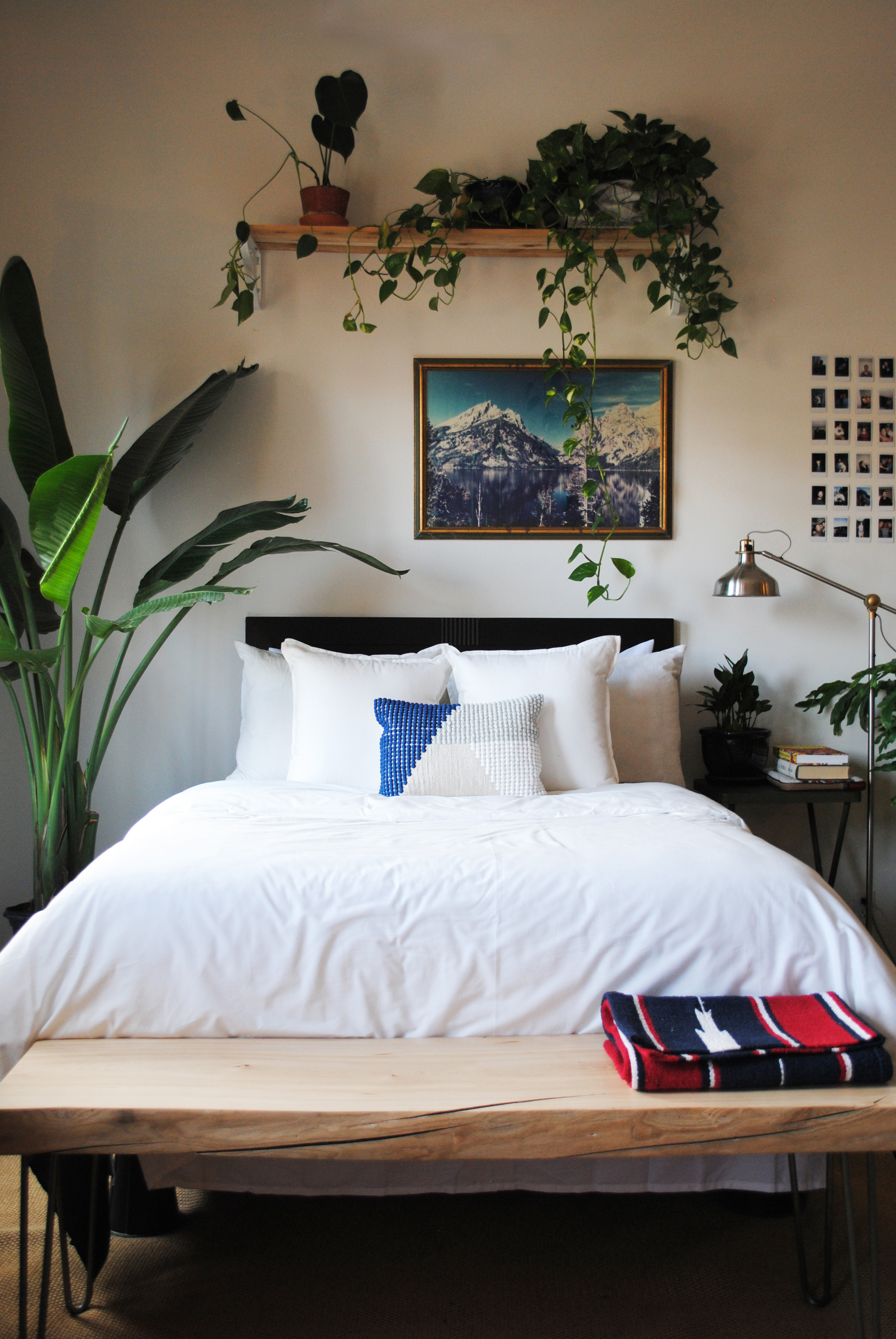 Image of: 15 Above Bed Decorating Ideas What To Put On A Wall Above A Bed Apartment Therapy