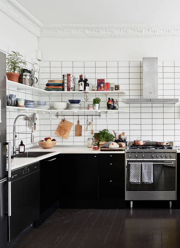 19 Stylish Black White Kitchens How To Use In Kitchen Decor Apartment Therapy