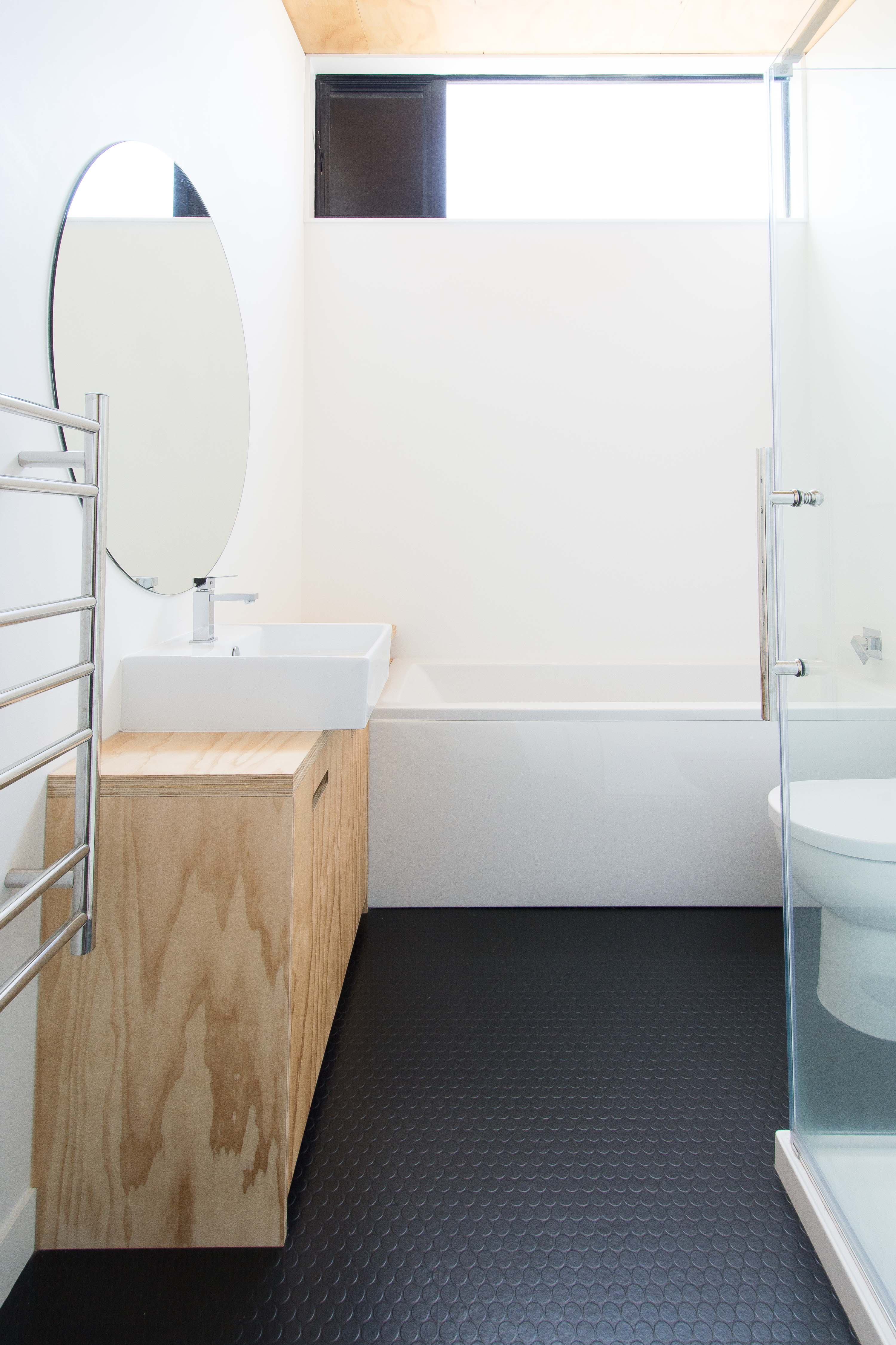 Why Rubber Floors Are Great For Kitchens And Bathrooms Apartment Therapy